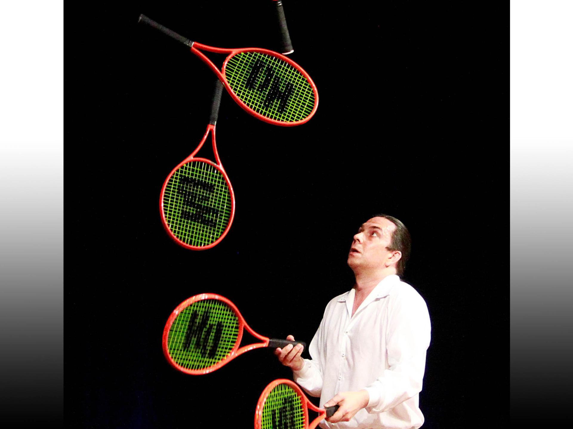 Jongleur Daniel Hochsteiner auf der allerART 2021 in Celle