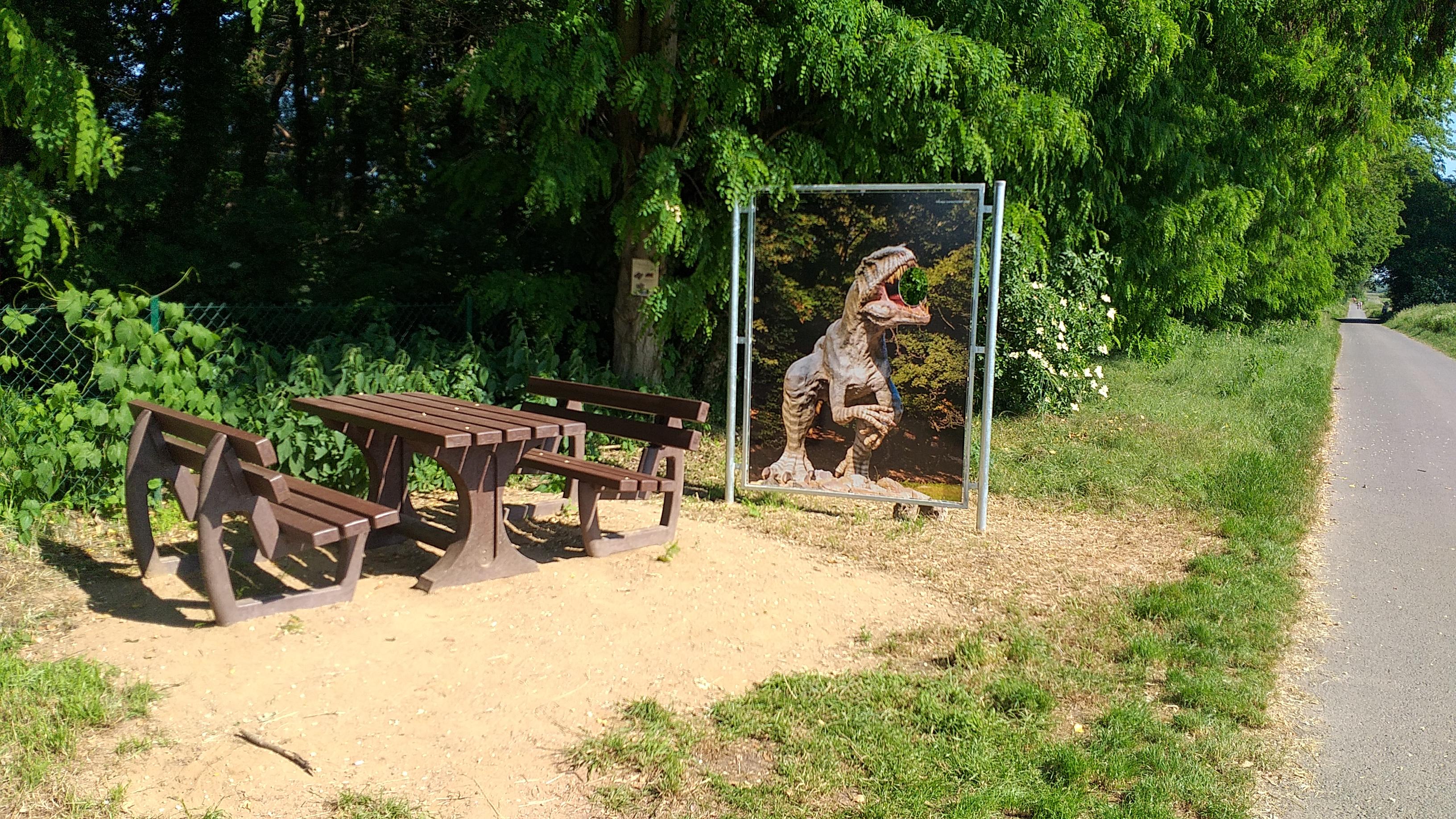 Dino-Tour Winzlar Eyecatcher am SMR (1).jpg