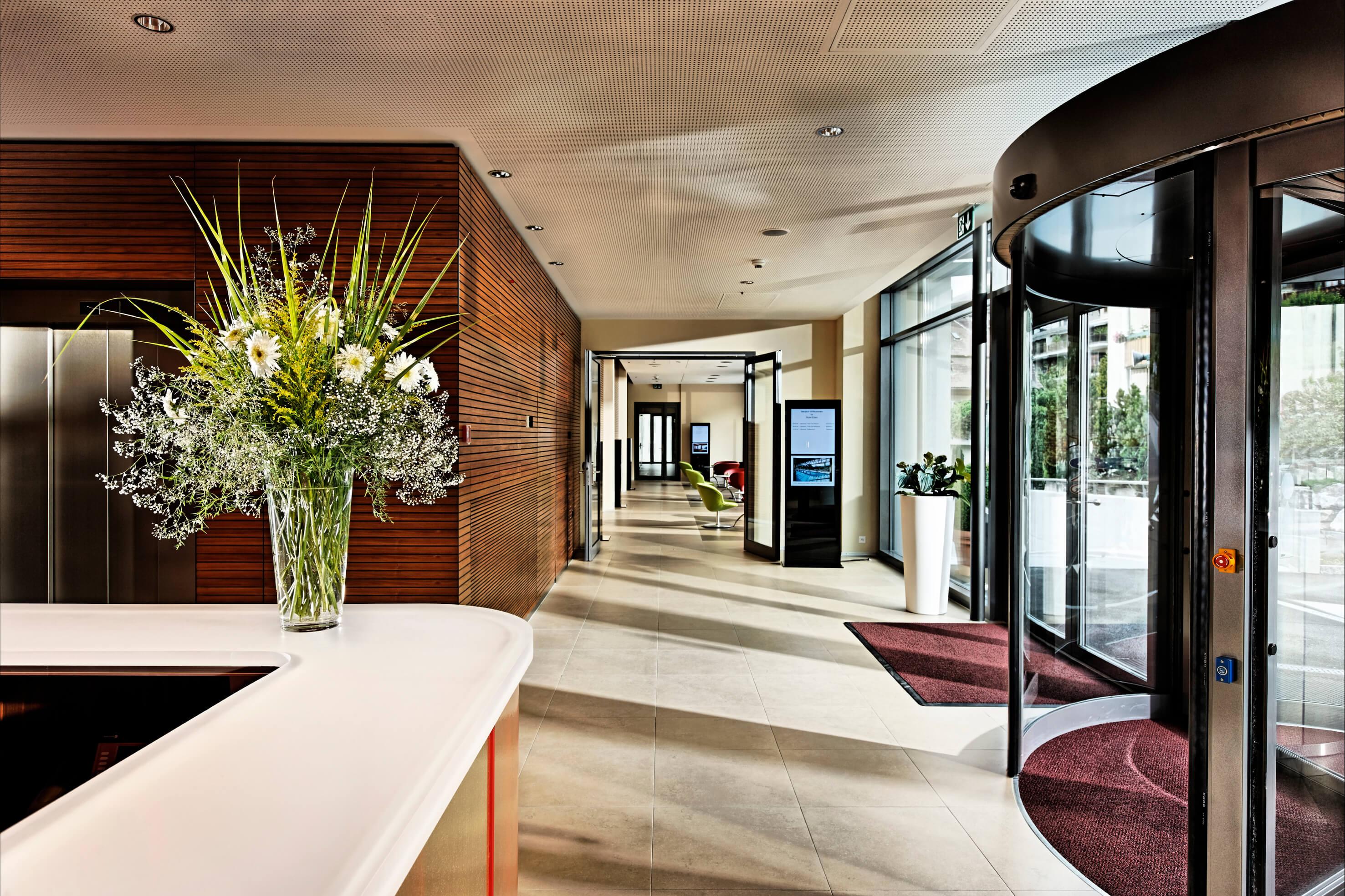 hotel-eden-meting-eingangsbereich-des-autonomen-tagungszentrum-spiez.jpg