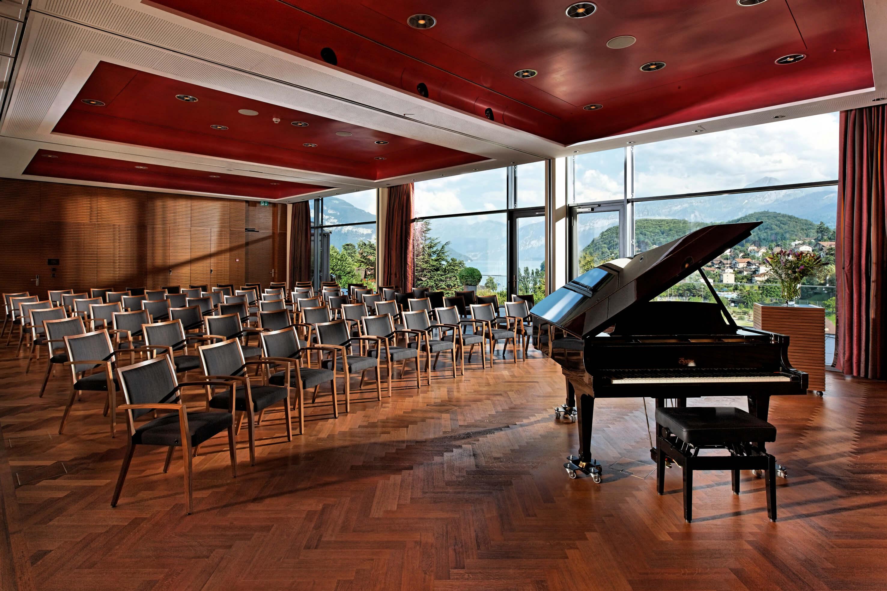hotel-eden-meting-panoramasaal-mit-konzertbestuhlung-spiez.jpg