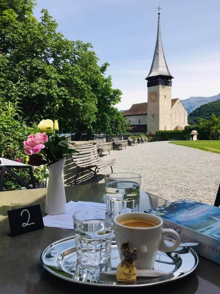 schloss-café-terrasse-kaffee-spiez.jpg