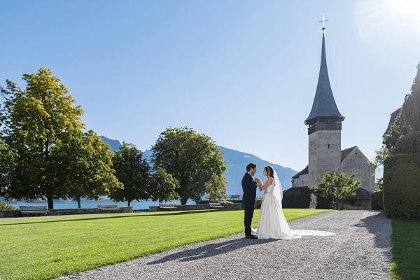 heiraten-schloss-spiez-innenhof.png