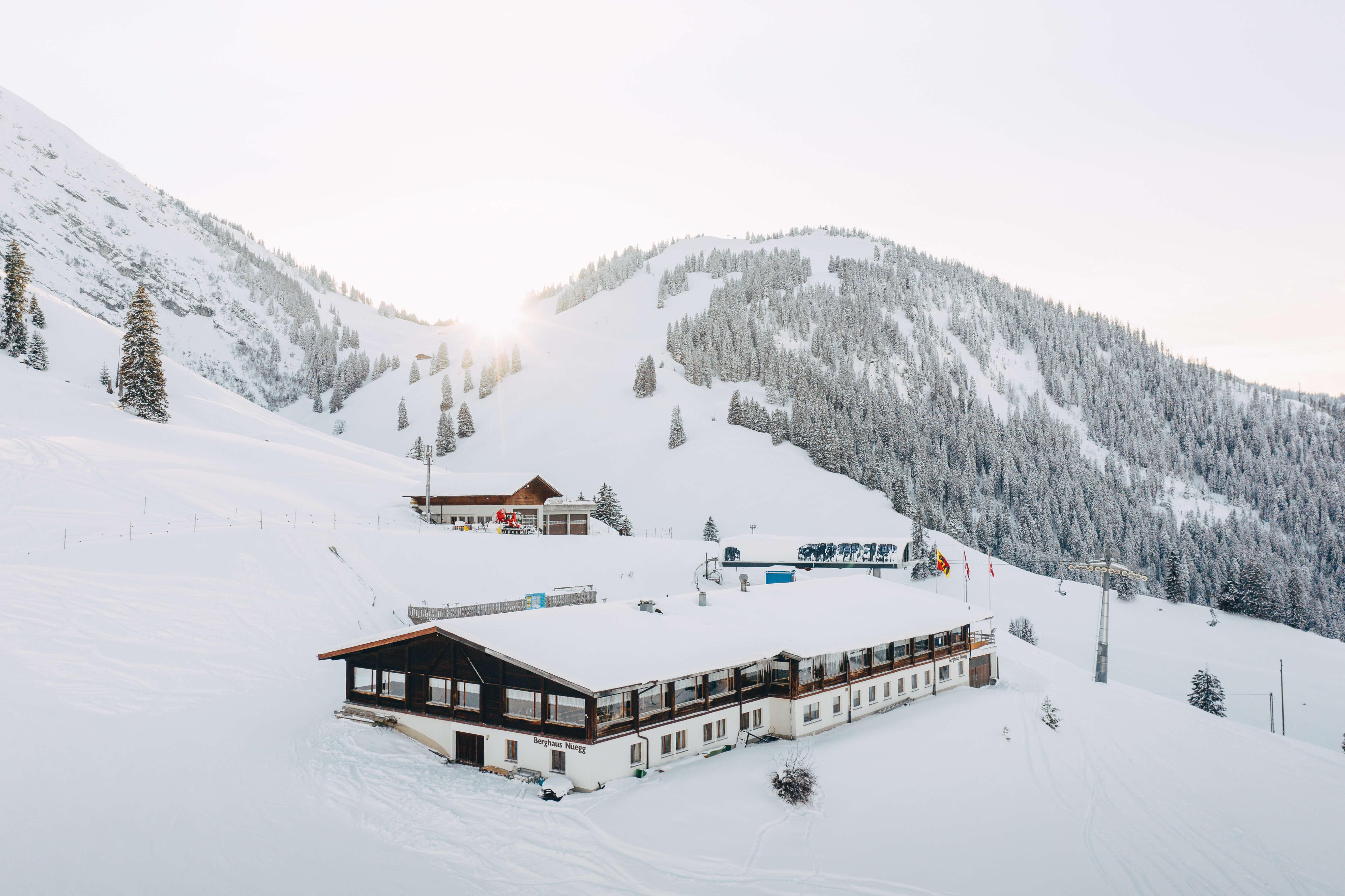 Blick auf Berghotel und Wiriehorn