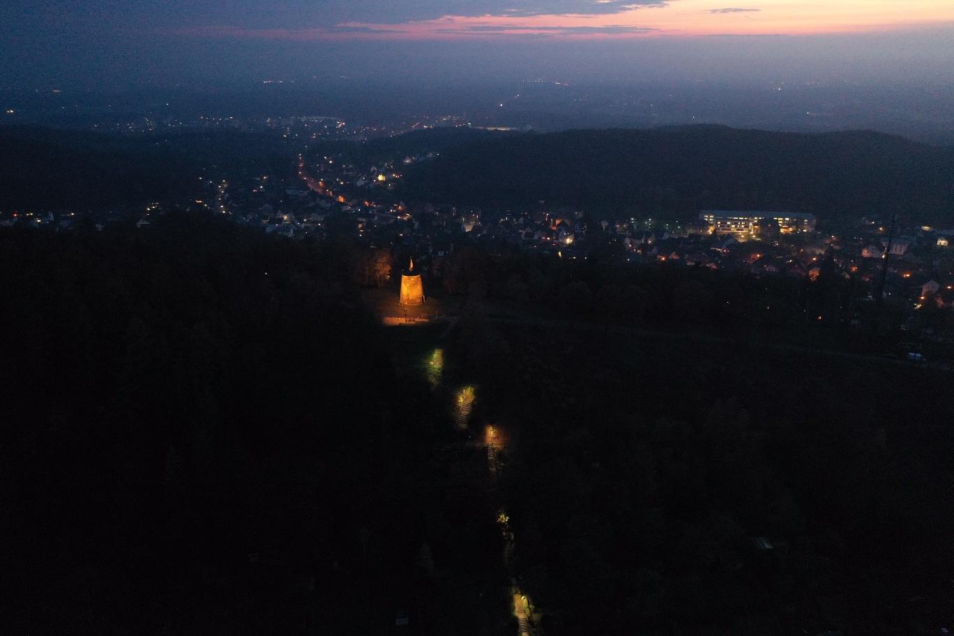 Oerlinghauser Nachtansichten - Kammweg - Kumsttonne Oerlinghausen