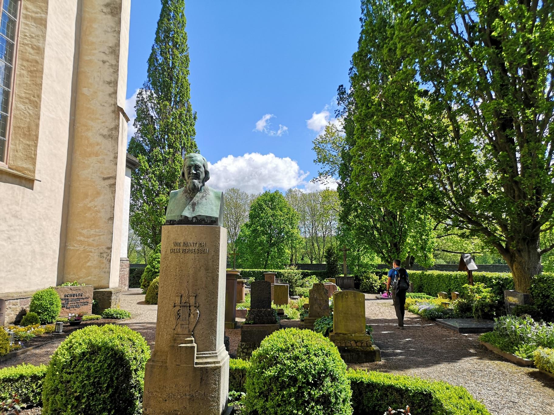 Friedhof Corvey mit dem Grab des Heinrich Hoffmann von Fallersleben