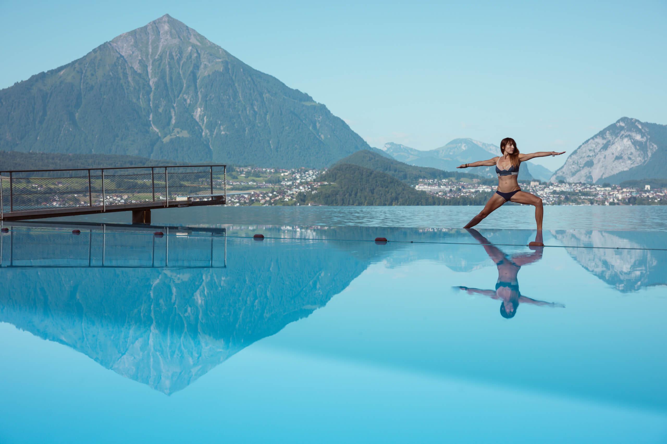 strandbad-merligen-thunersee-sommer-pool-niesen-yoga.jpg
