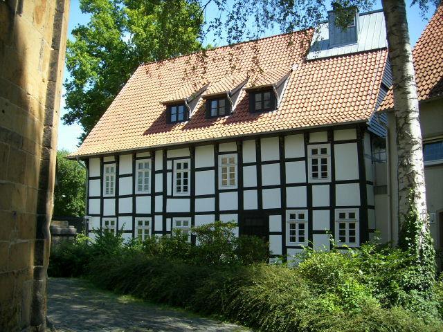Widukind Museum Enger: Ansicht vom Kirchplatz