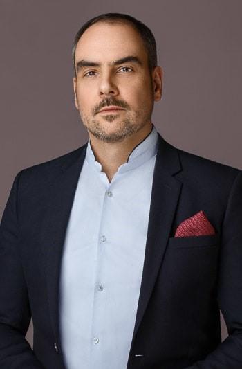 Dr. Oliver Baustian