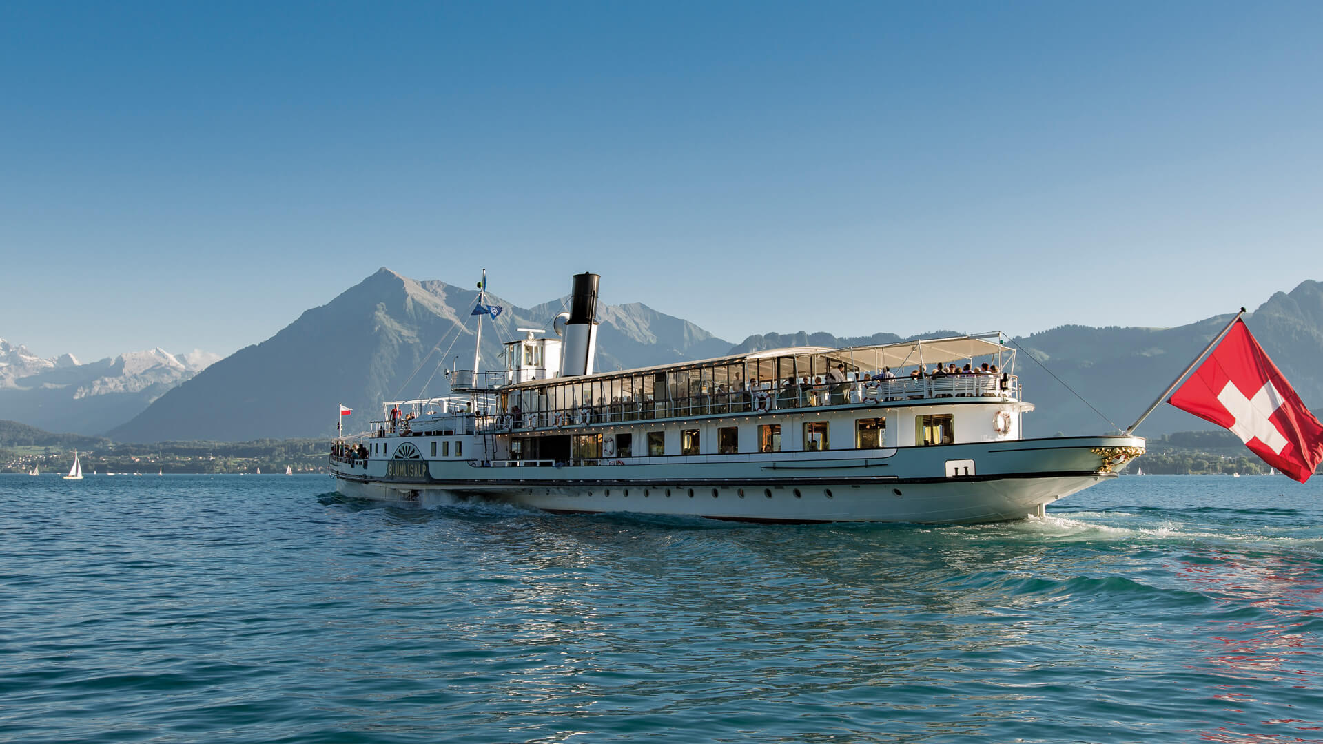 thunersee-schifffahrt-bluemlisalp-sommer-niesen
