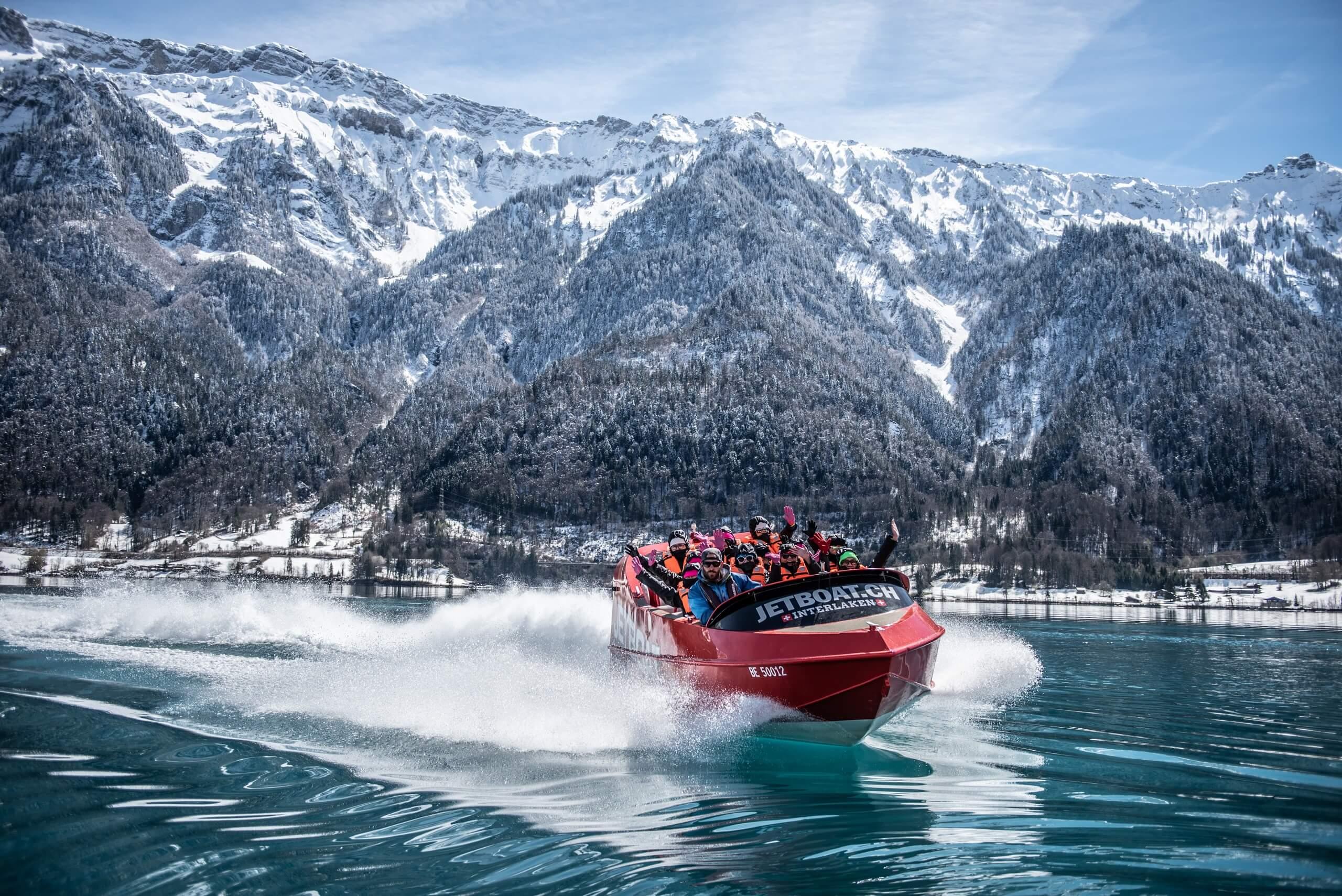 jetboat-winter-brienzersee-schnee-berge.jpg