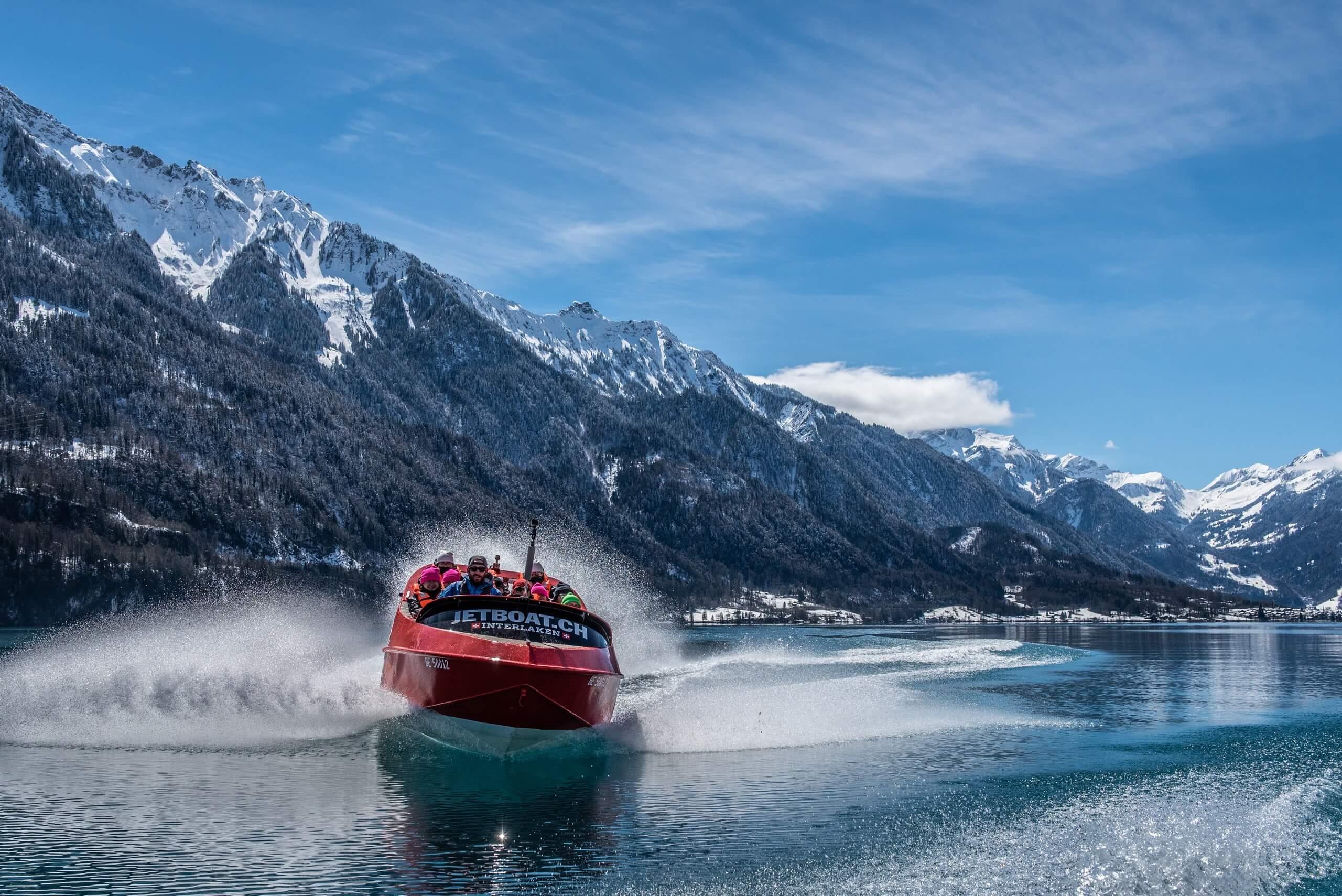 jetboat-winter-brienzersee-schnee.jpg