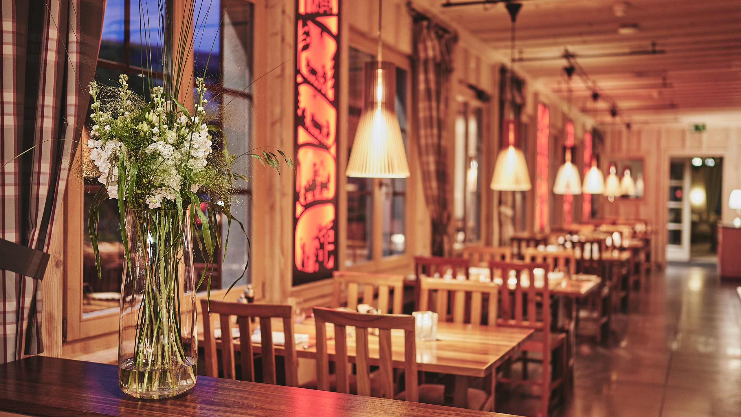 restaurant-taverne-hotel-interlaken-innen-ambiente.jpg