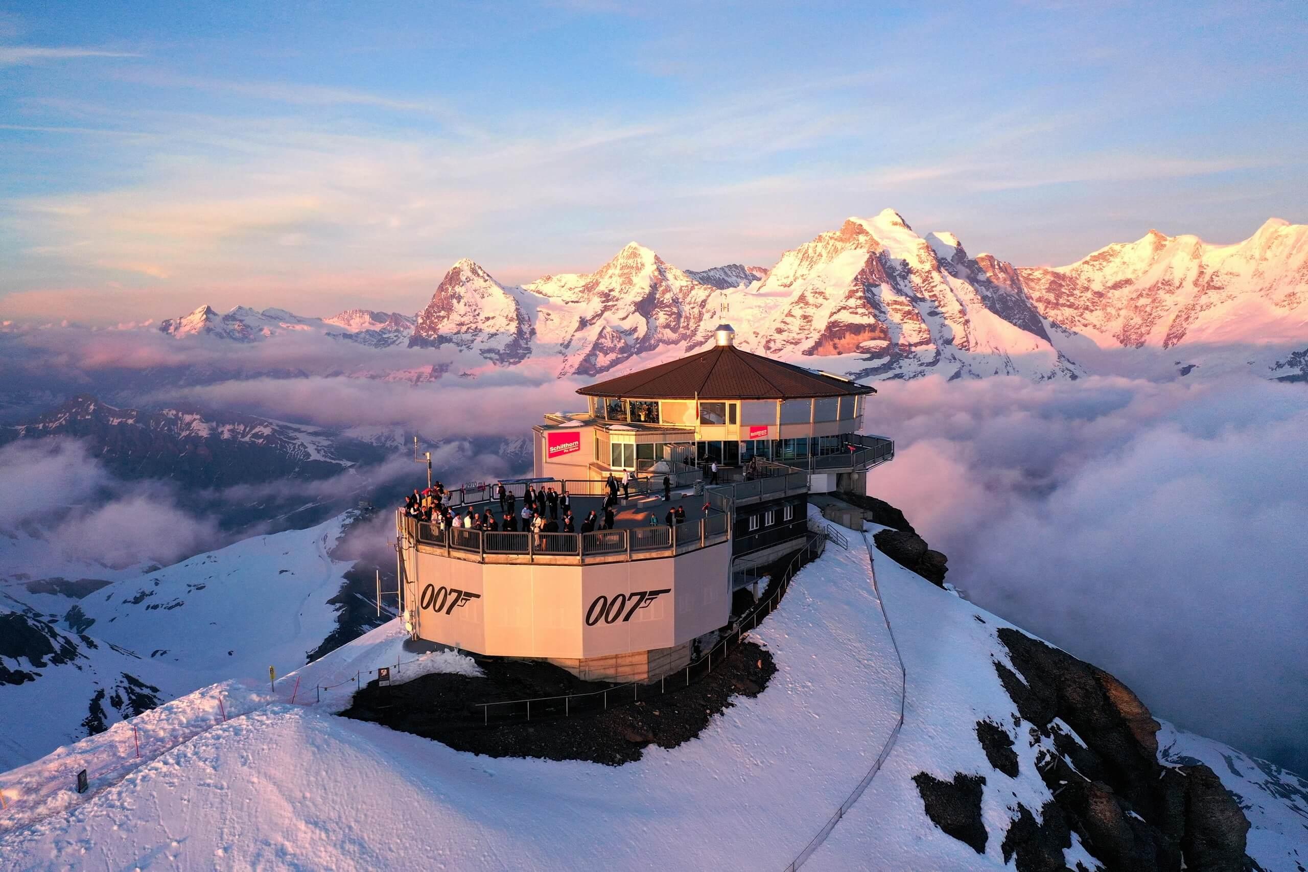 schilthorn-piz-gloria-sonneuntergang-abendstimmung-berge