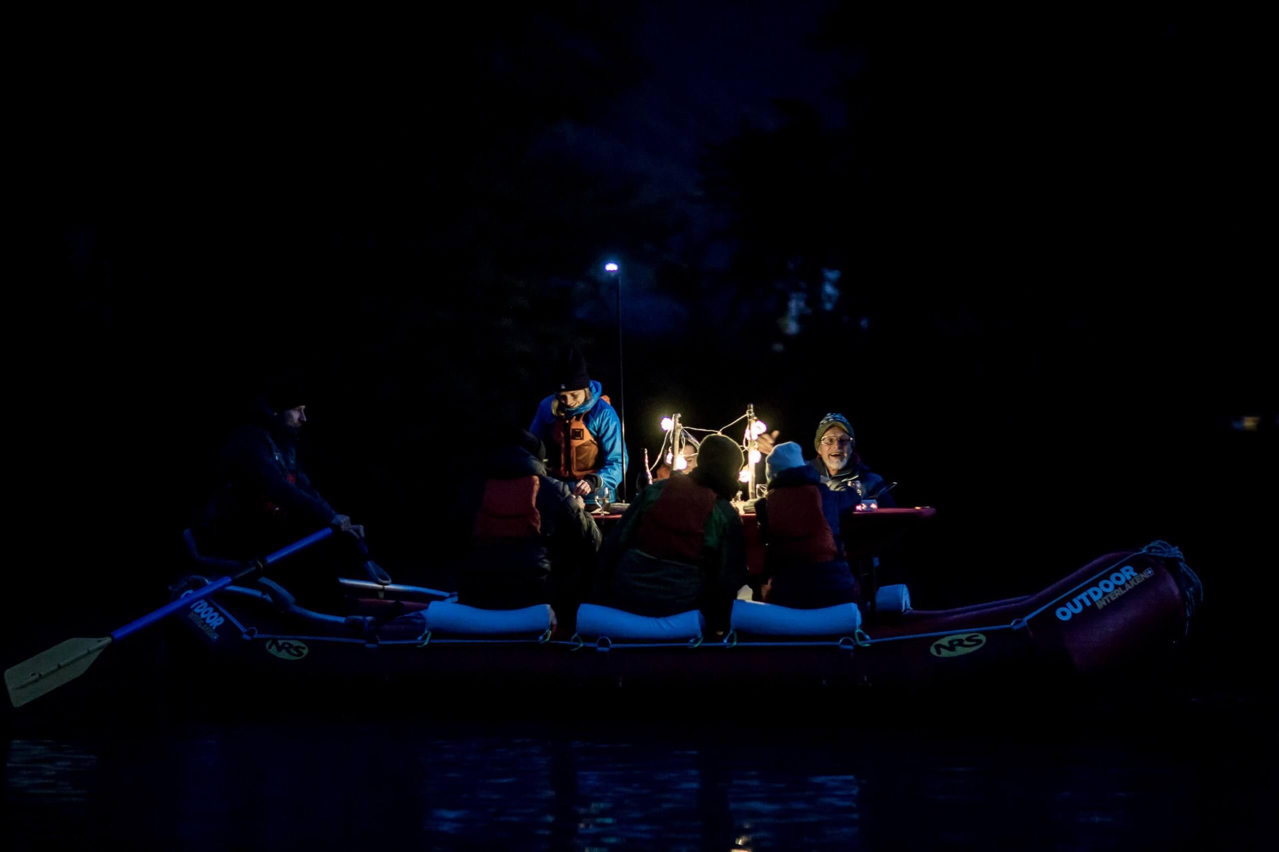 raclette-rafting-outdoor-interlaken-chillipictures-boot-nacht.jpg