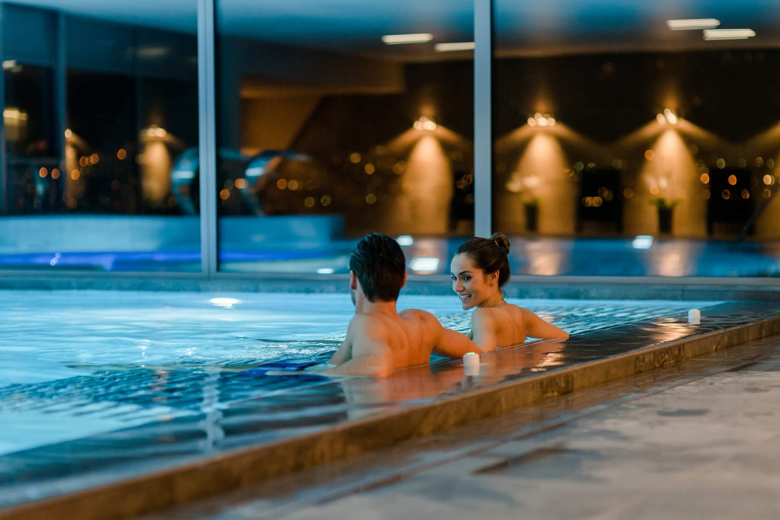 gwatt-deltapark-vitalresort-pool-indoor