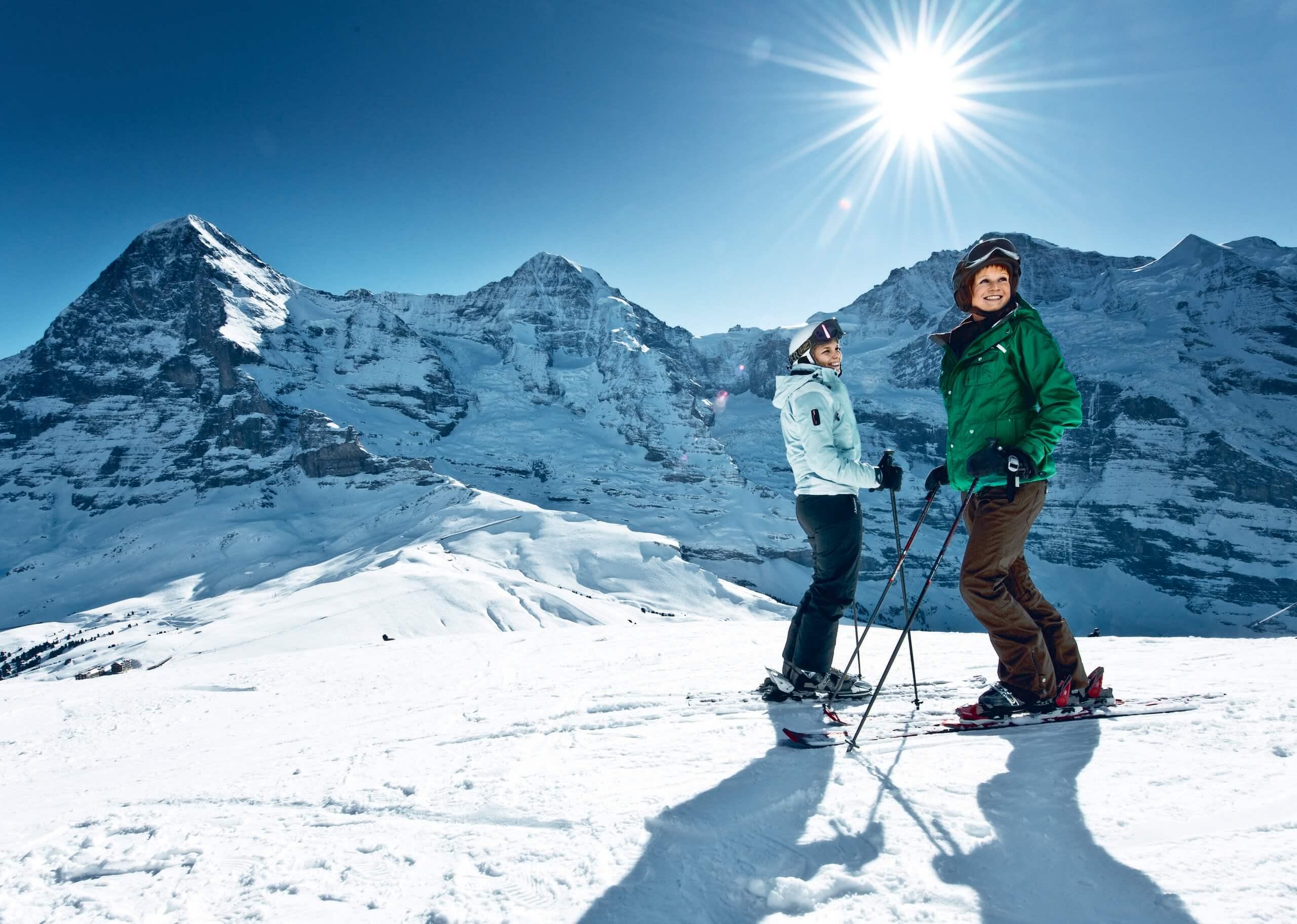 kleine-scheidegg-winter-skifahren-sonnenschein