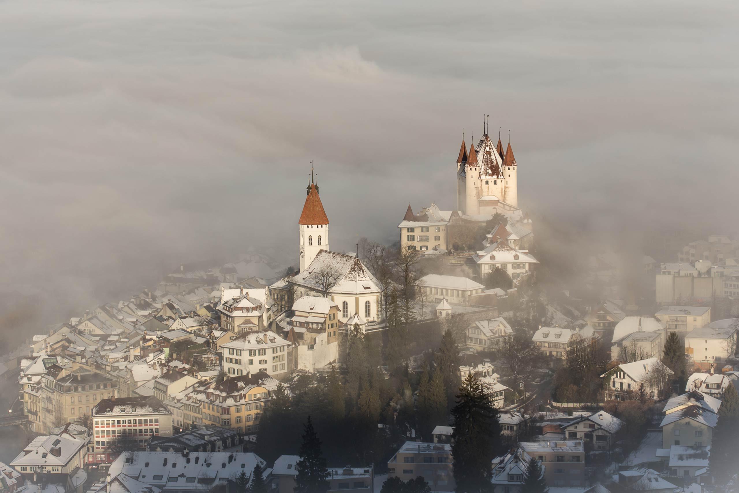 schloss-thun-winter-schnee-nebel-schlossberg.jpg