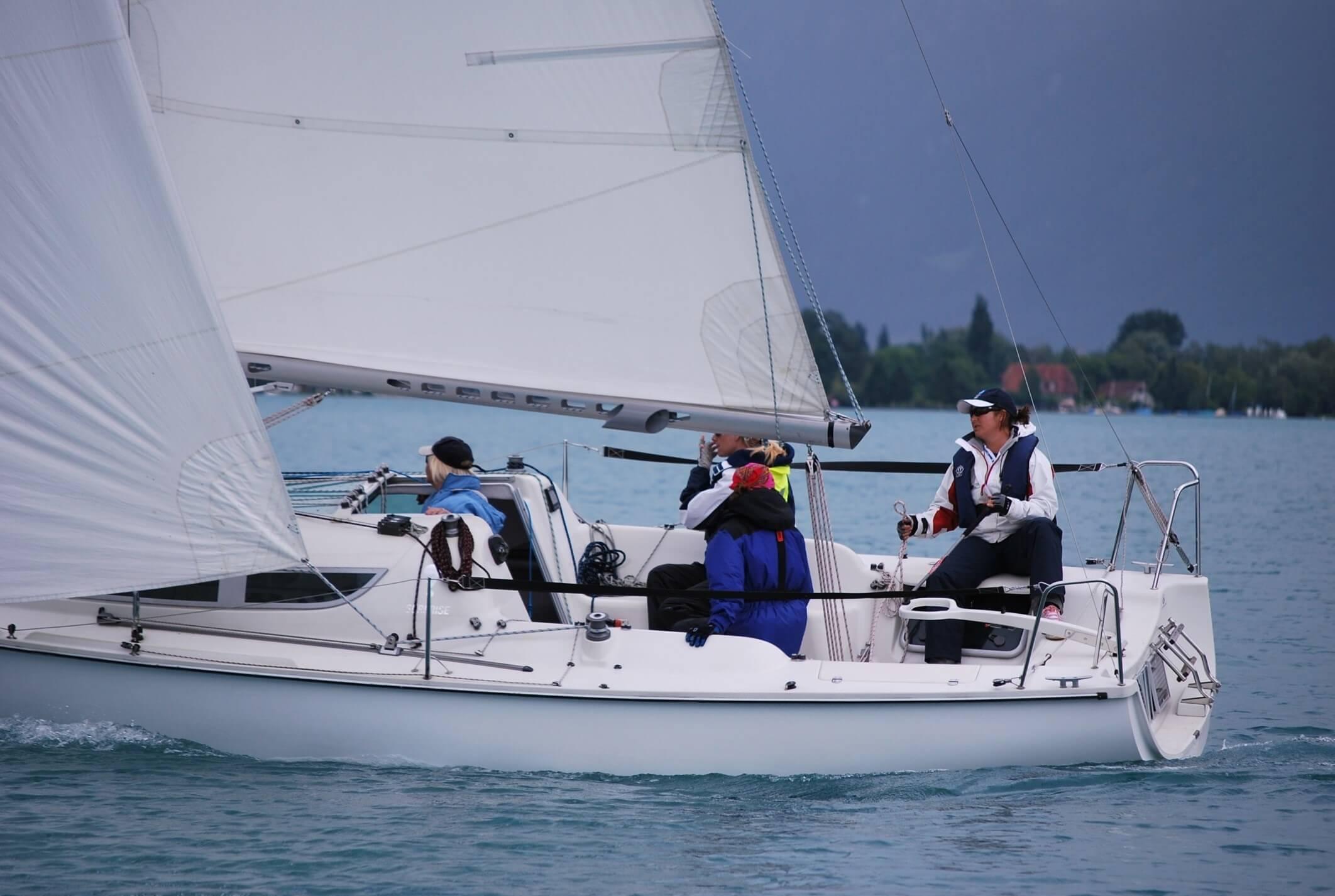 interlaken-segelschule-neuhaus-thunersee-sommer-segeln
