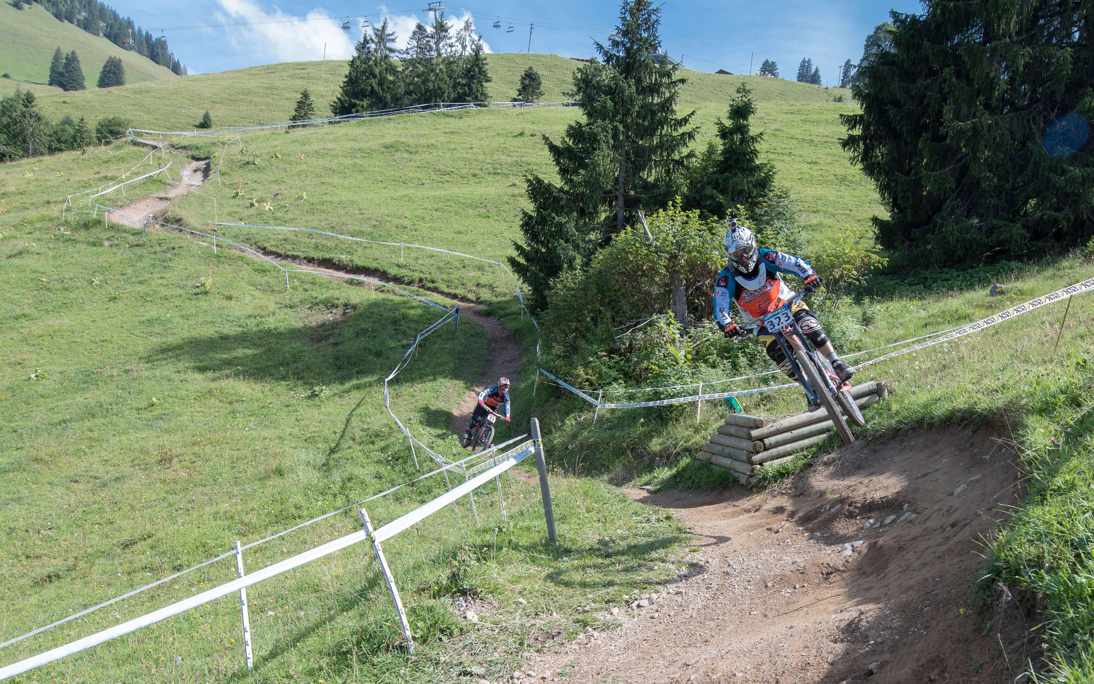 Gemeinsam Spass auf dem Downhill-Trail