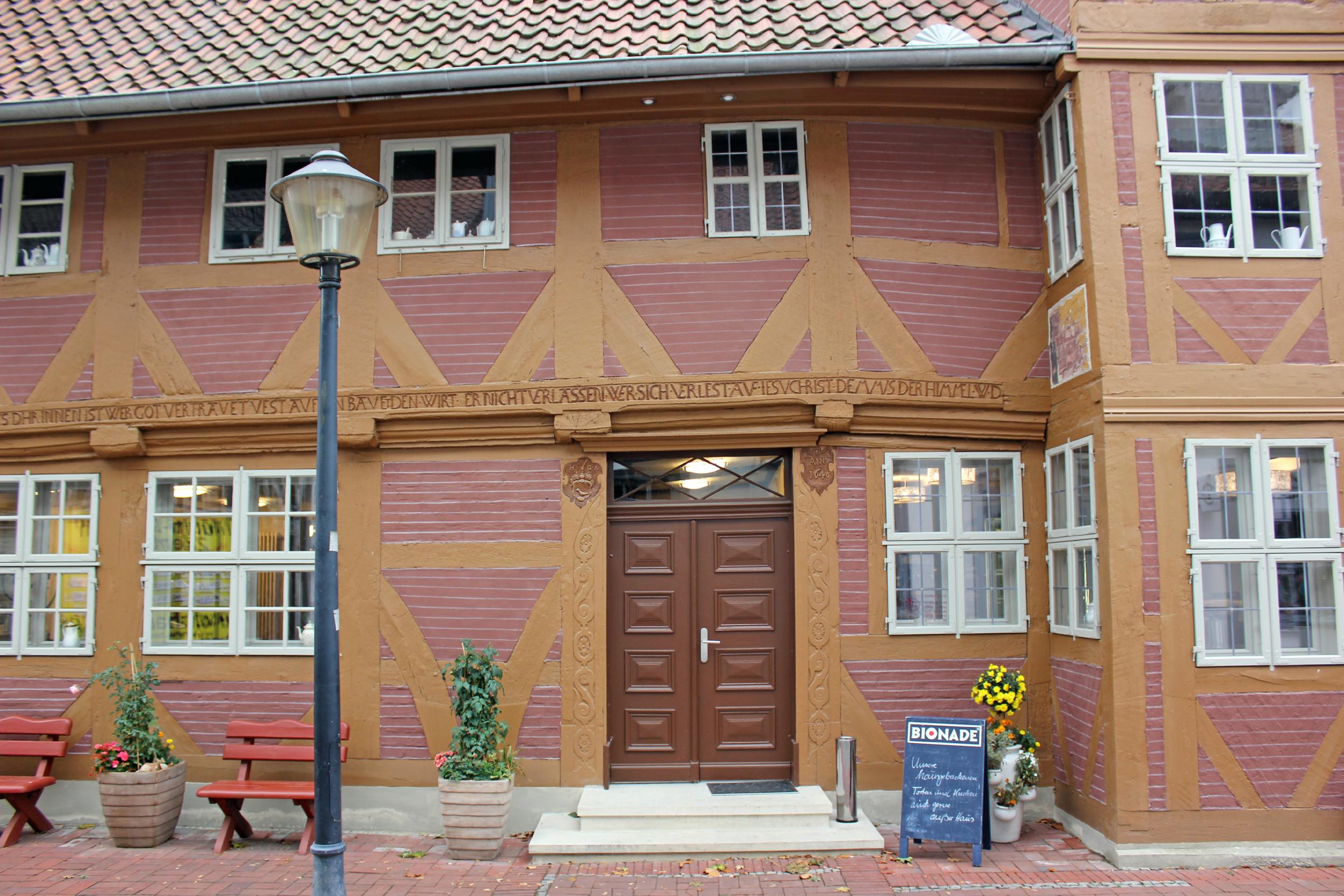 Große Inschrift am Eingang des Haus Kreyenberg
