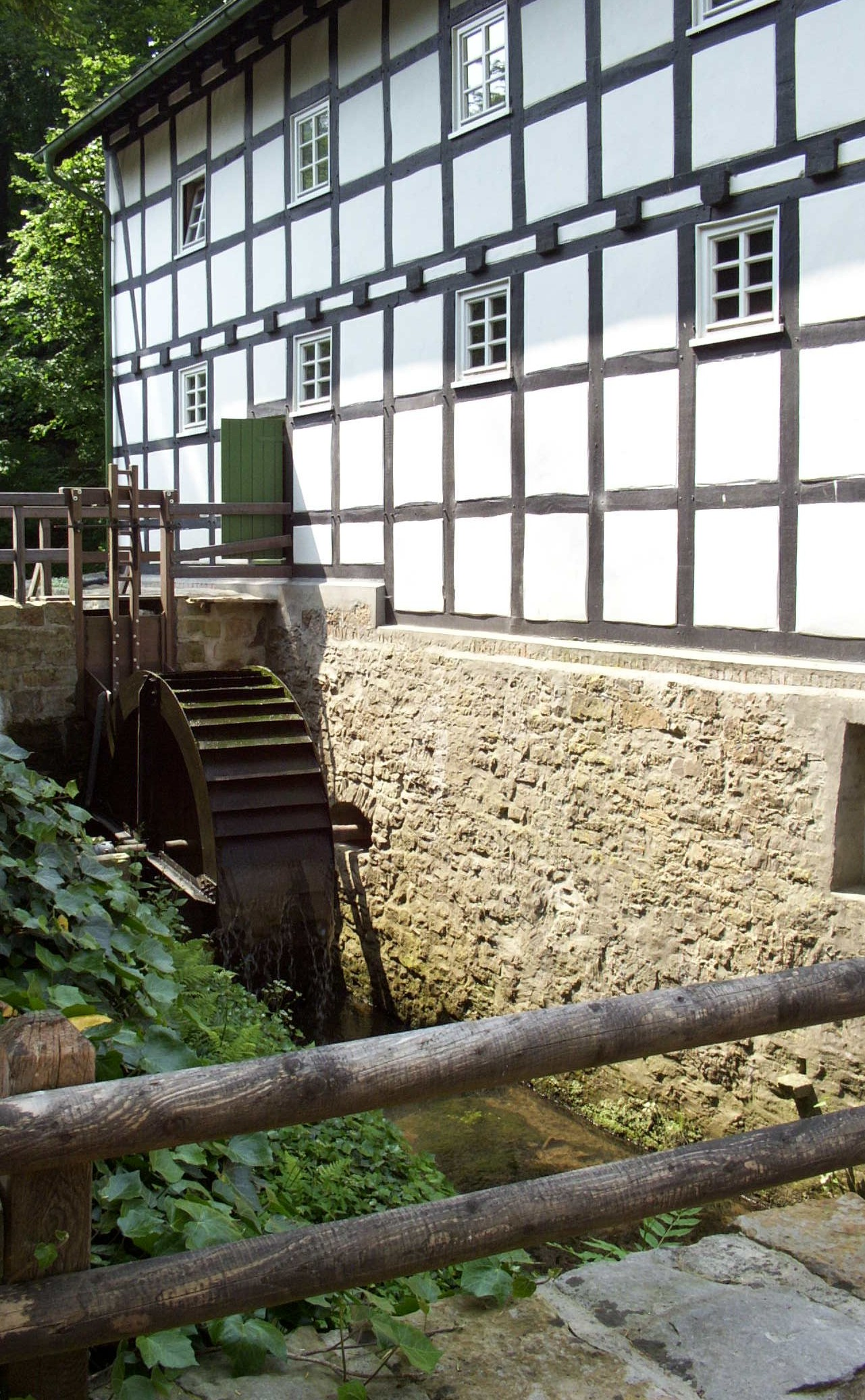 Der Startpunkt der ersten Etappe die Gutswassermühle Bad Holzhausen