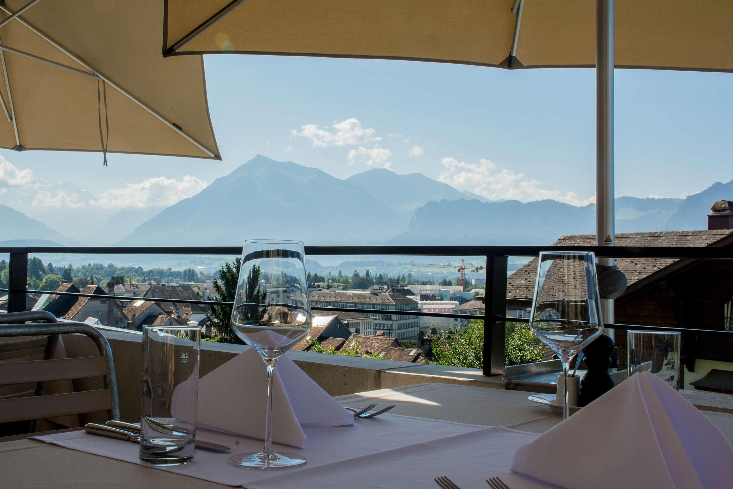 restaurant-schlossberg-thun-terrasse-aussicht.jpg