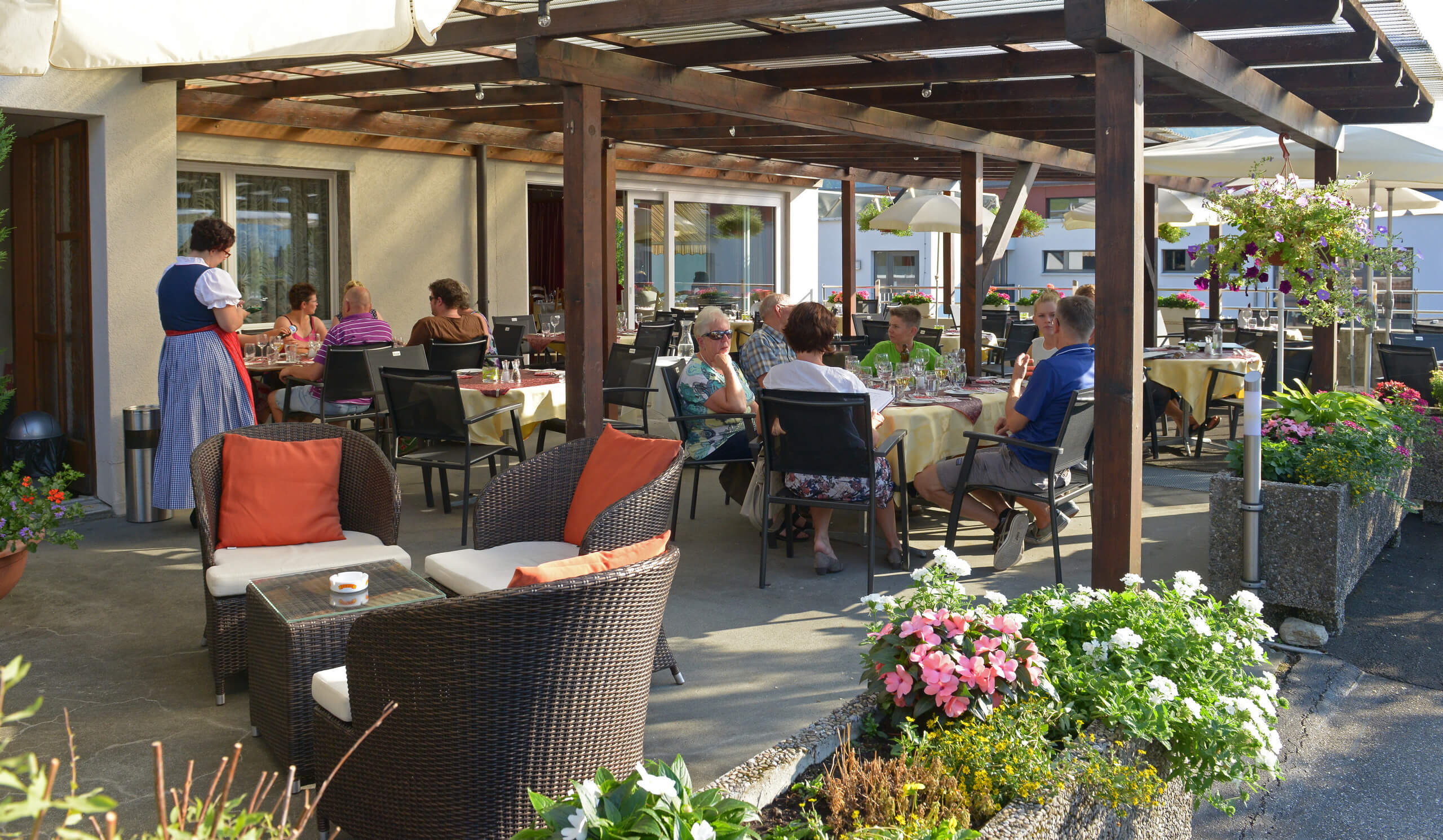 hotel-brienz-restaurant-terrasse.jpg