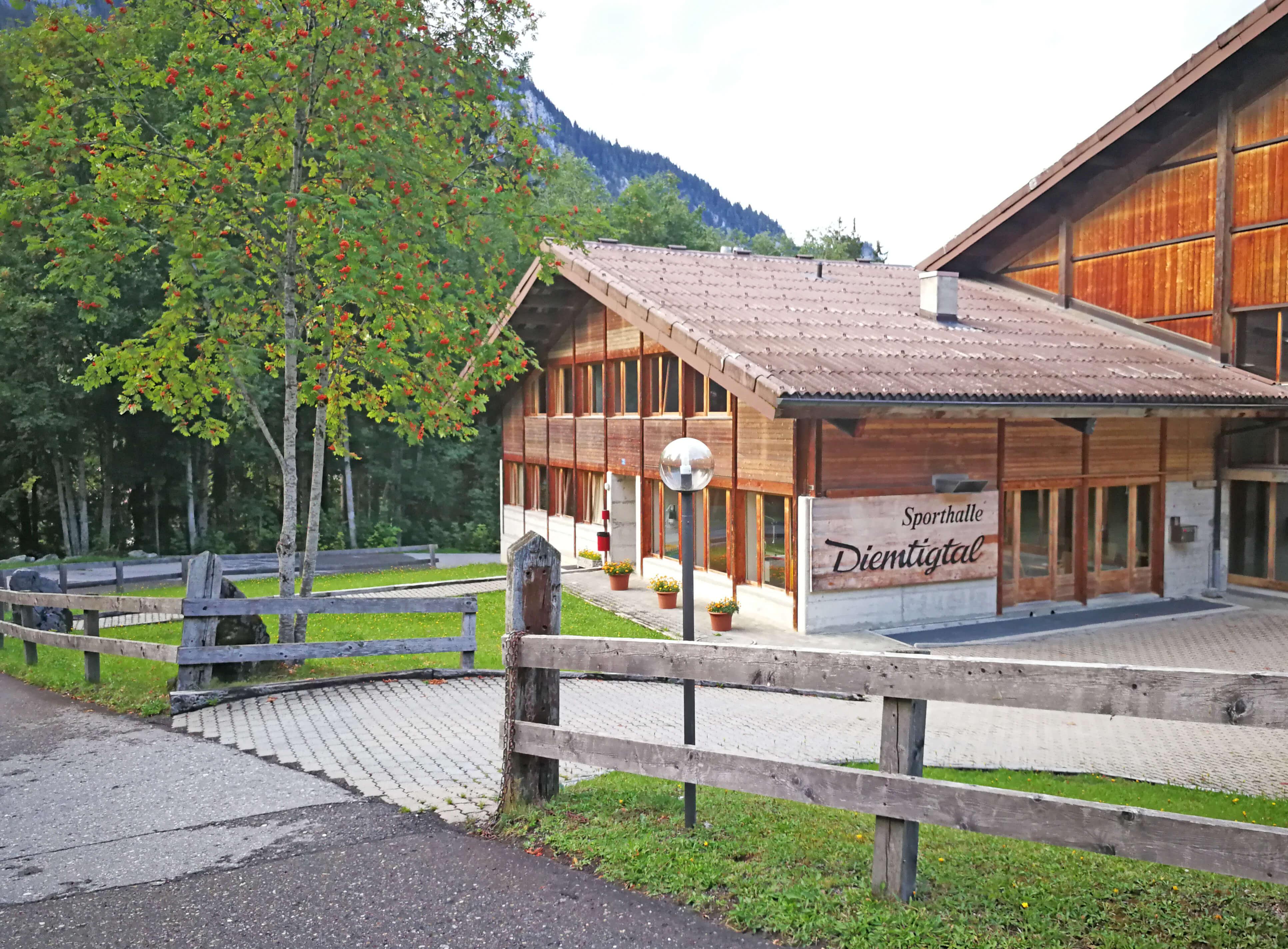 Eingang der Sporthalle Wiriehorn