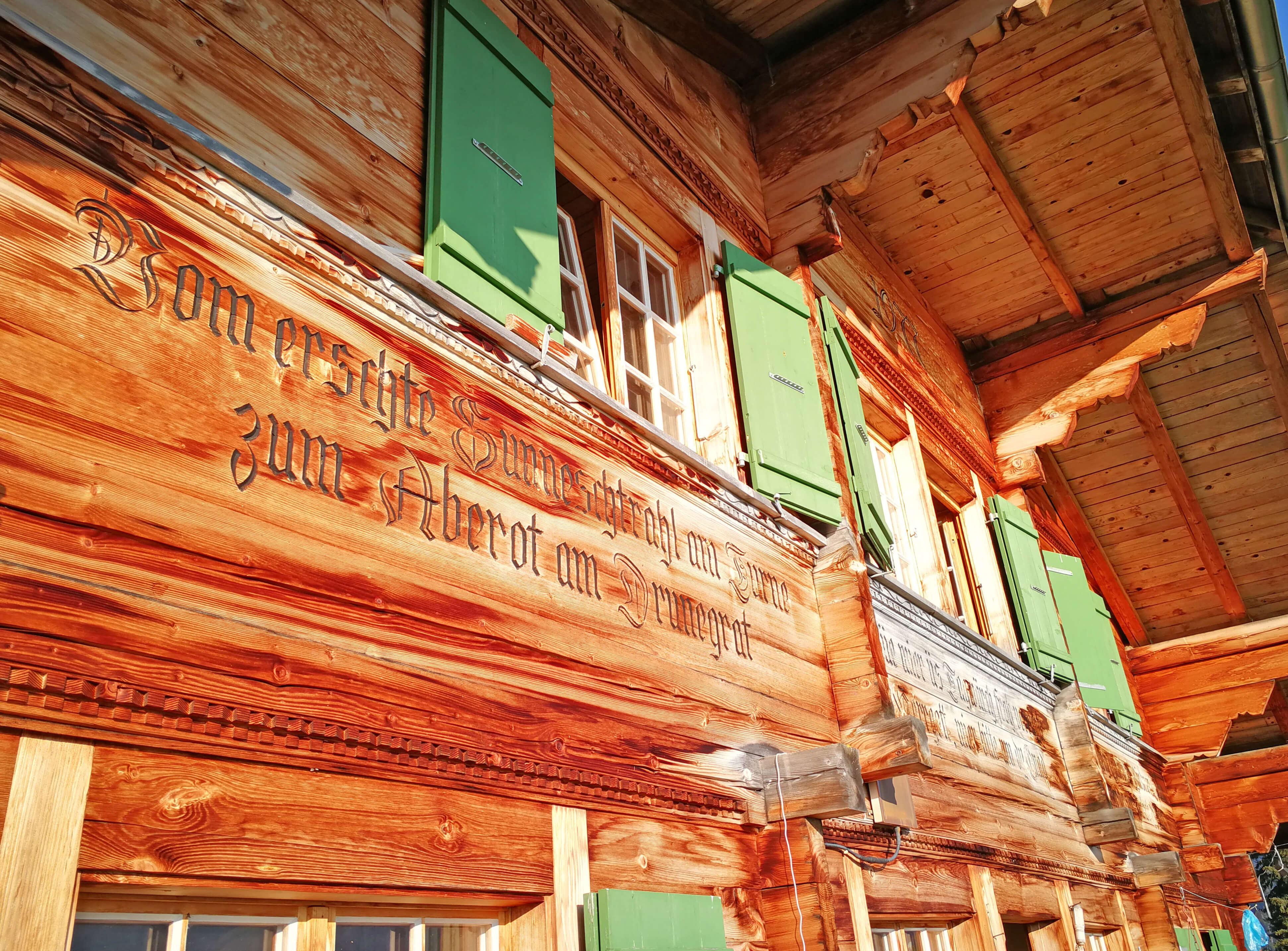 Sennhütte Menigwald Haus alte Schrift Balken