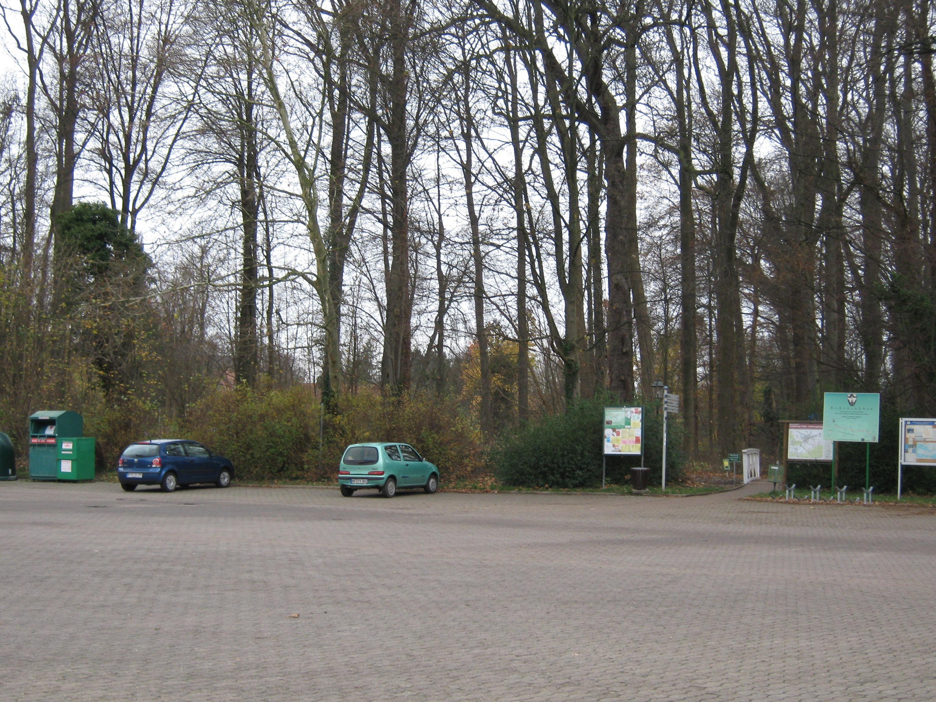 Parkplatz am Sportplatz Bad Holzhausen