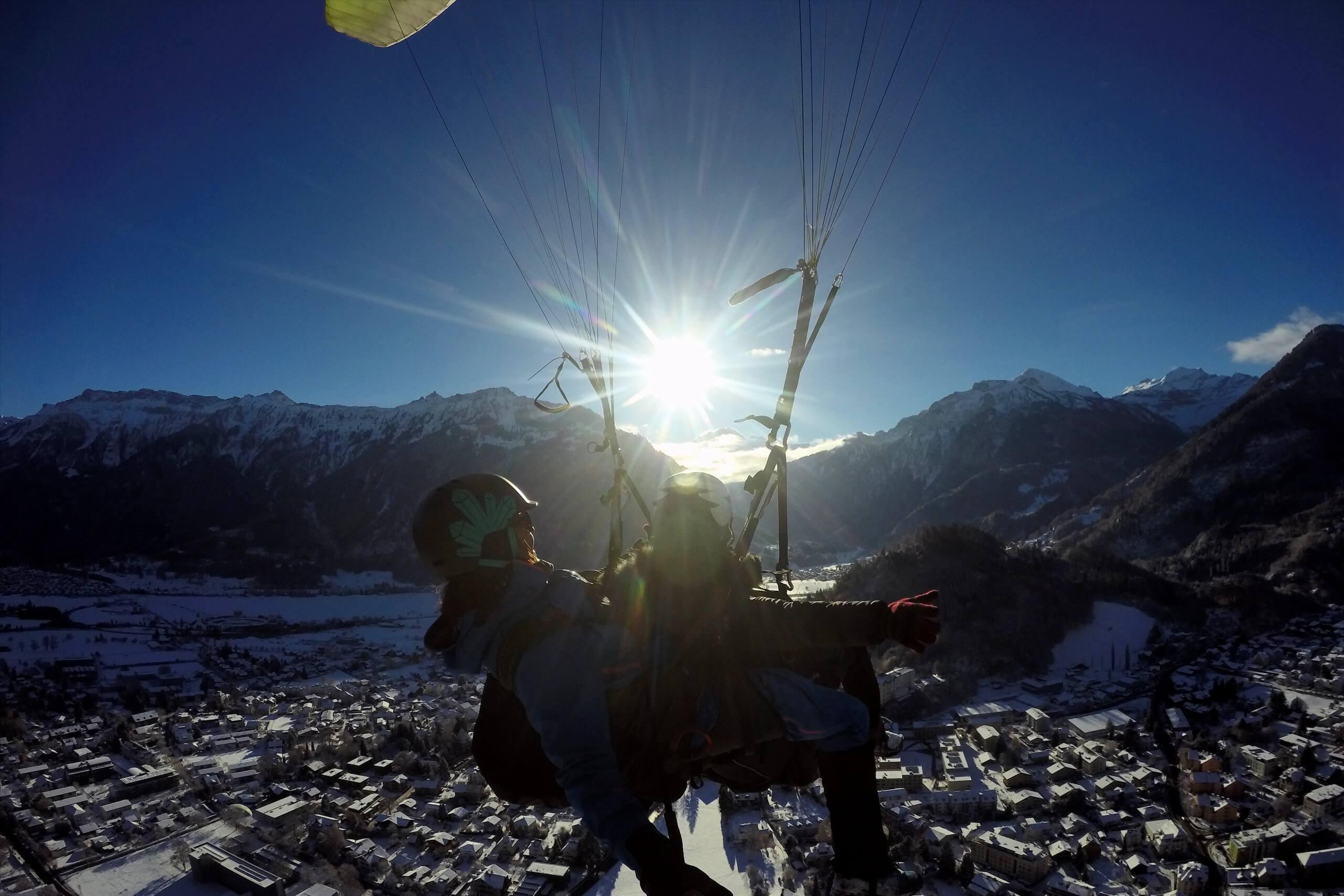 interlaken-paragliding-alpinair-interlaken-winter-sonne
