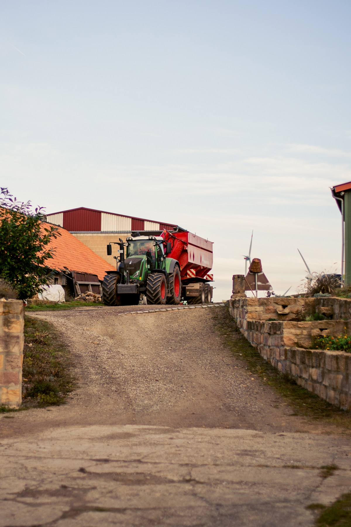 landwirtschaftsbetrieb_florian_uherek_traktor_web.jpg