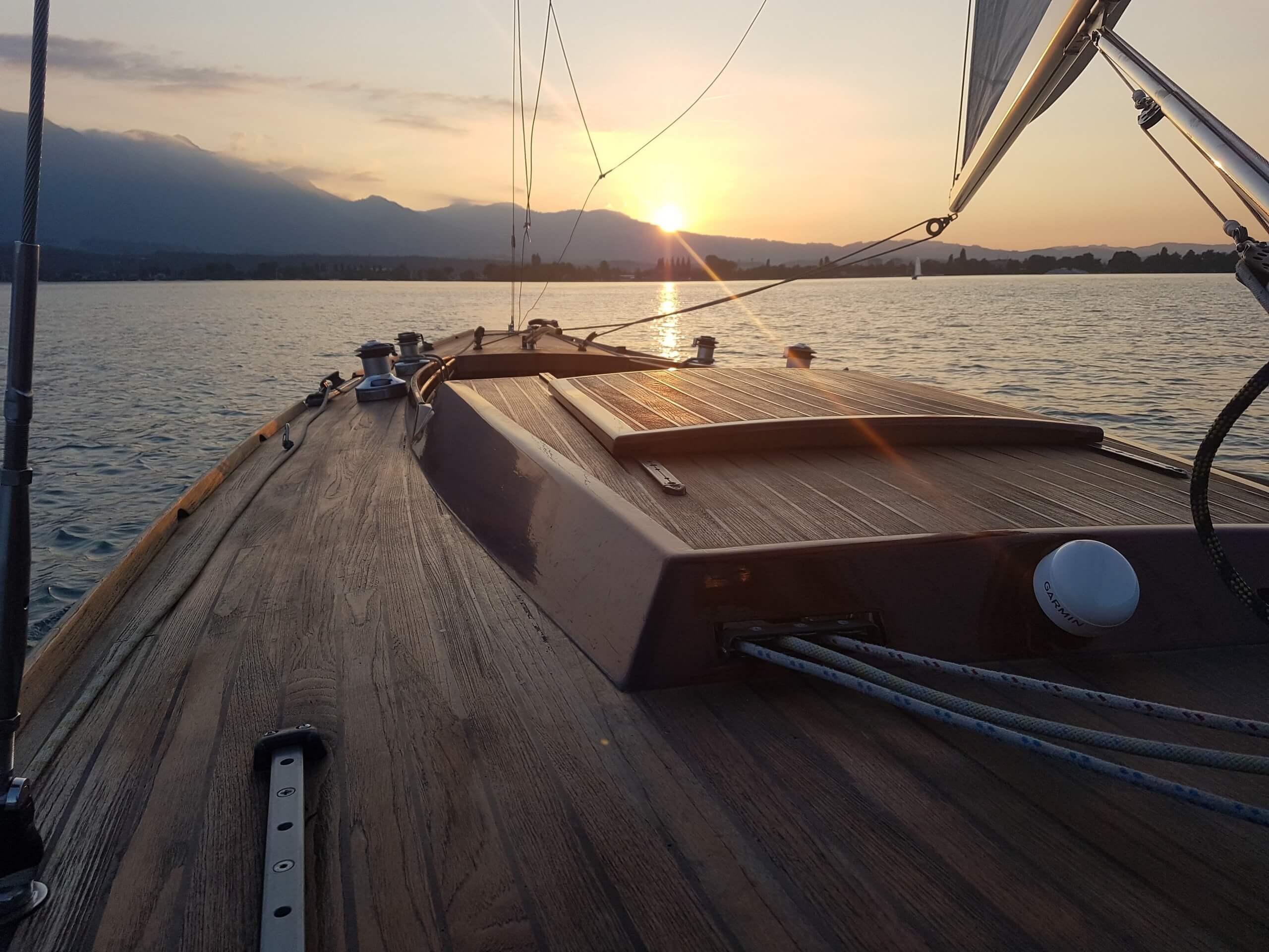 spiez-segelschule-donnerstag-abend-thunersee-segeln-sommer-sonnenuntergang