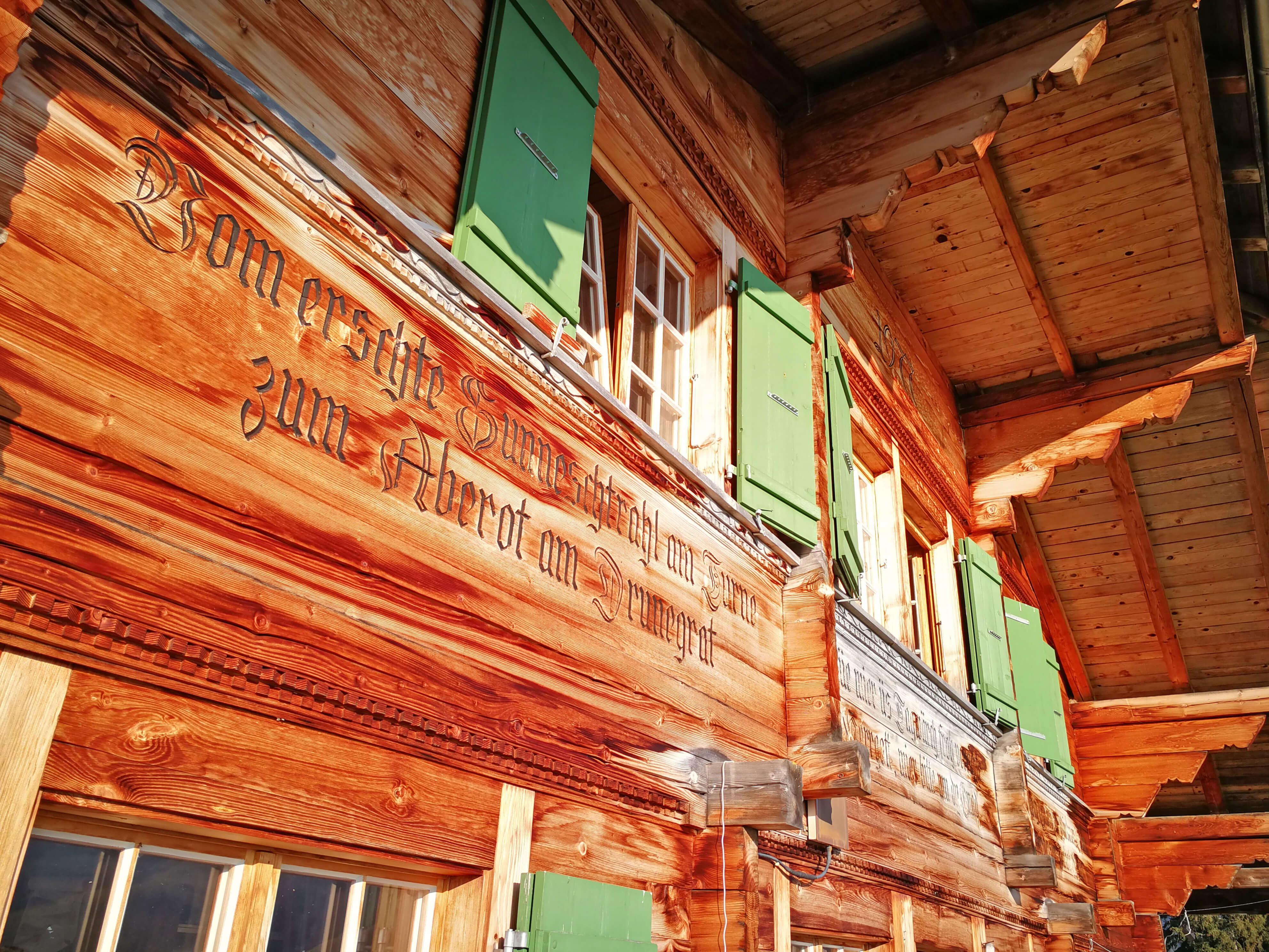 Hausfassade der Sennhütte Menigwald
