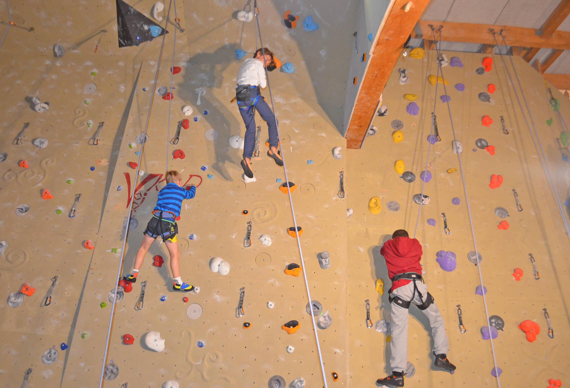 Kletterwand mit über 30 Routen