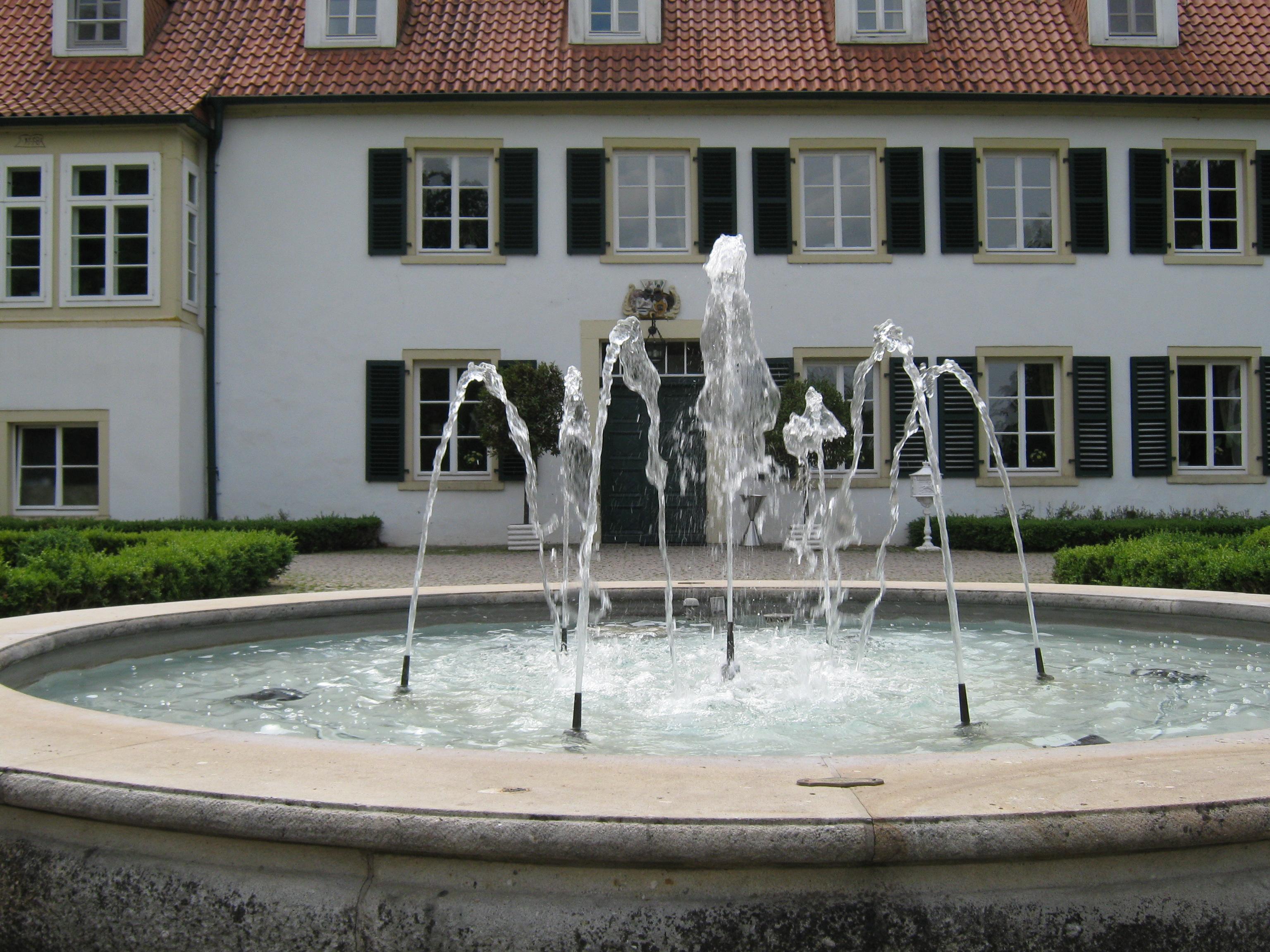 Springbrunnen vor dem Haus des Gastes