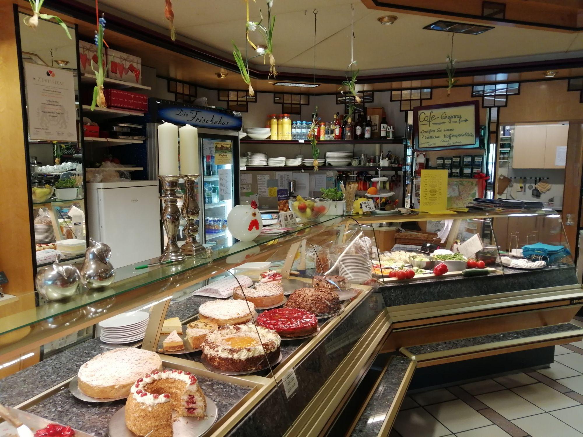 Kuchentheke in der Feinbäckerei Große-Rechtien in Bad Iburg