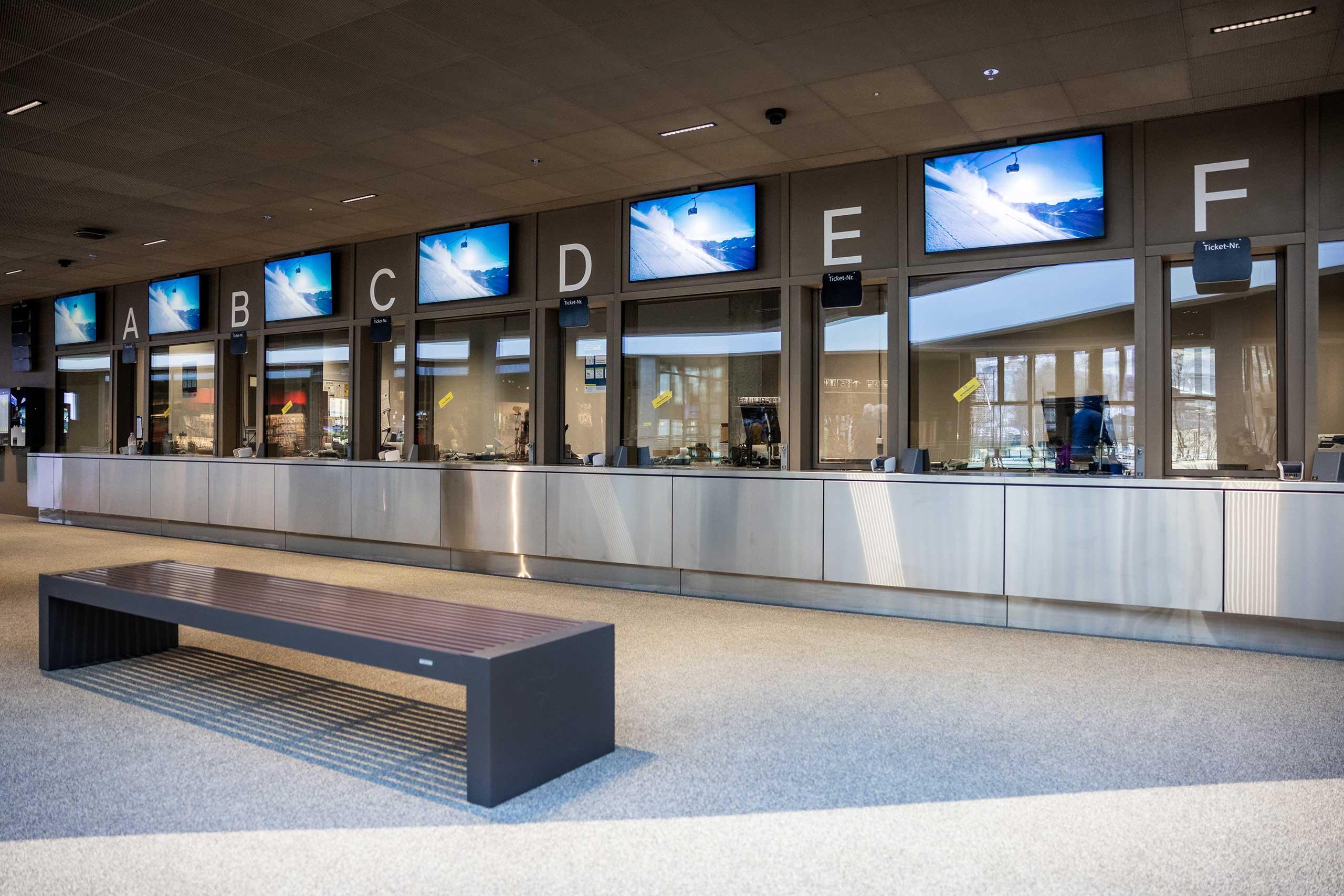 eiger-express-terminal-grindelwald-verkaufsschalter.jpg
