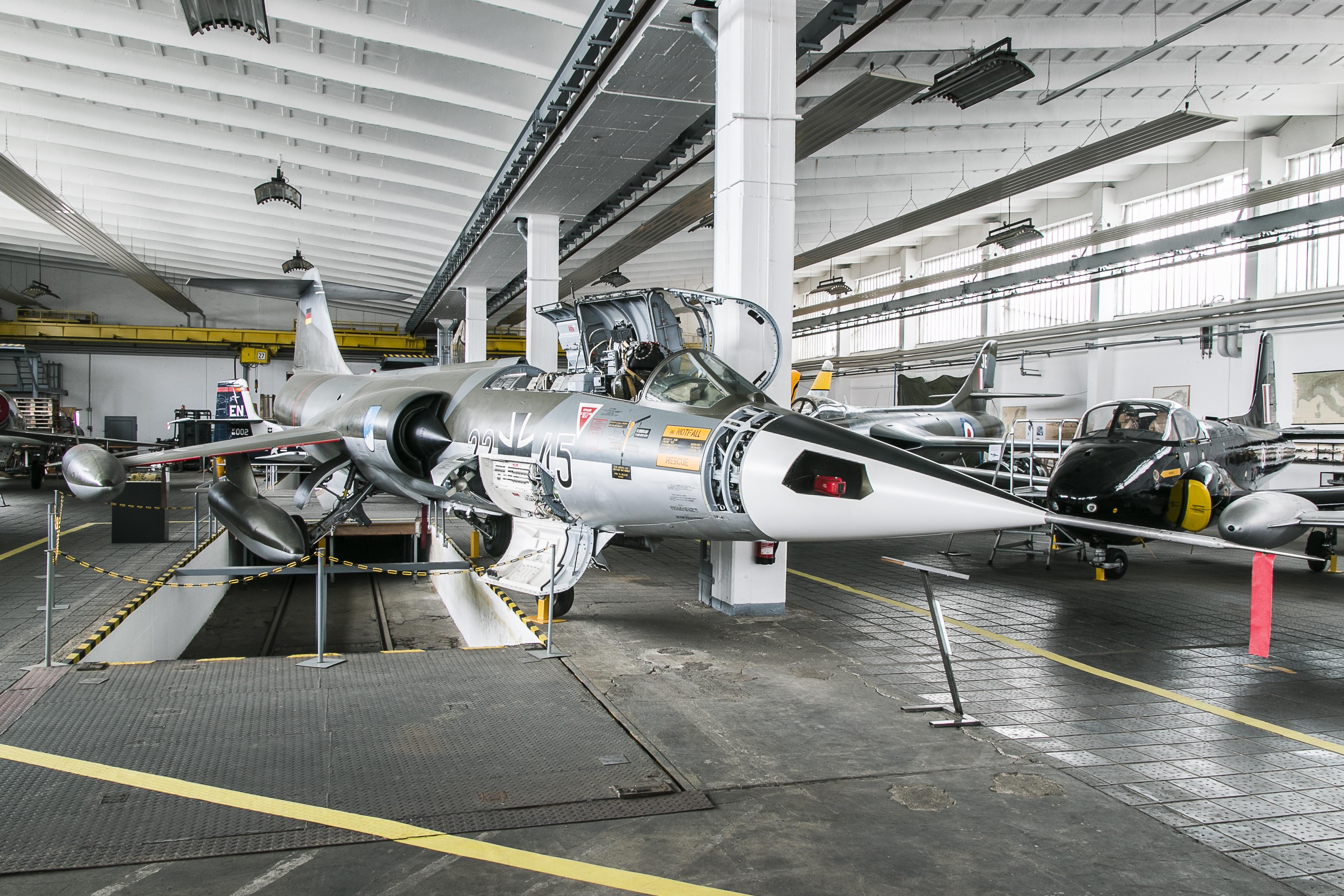 Hangar 4, Starfighter F-104
