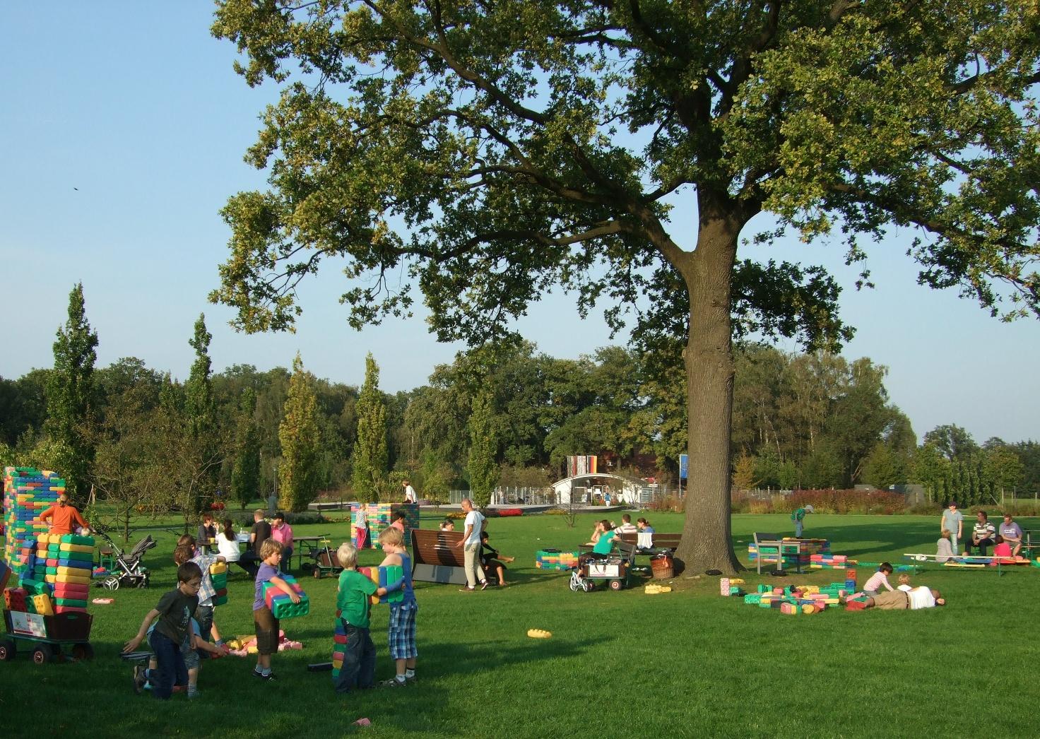 Spielspaß mit Riesenbausteinen im Parkteil Nord