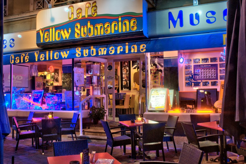 Cafe Yellow Submarine