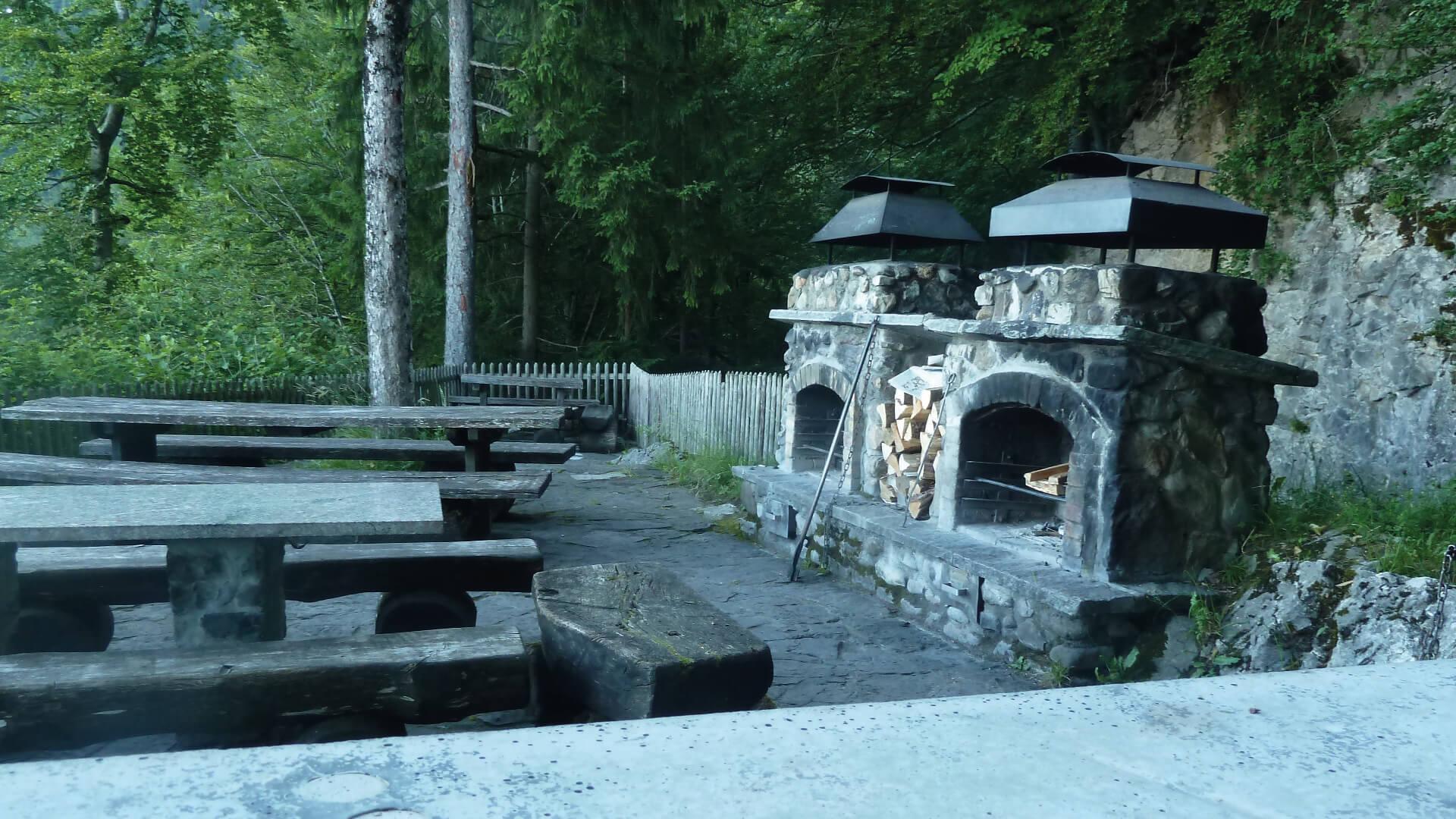 sigriswil-braetliplatz-wyssental-feuerstelle-sommer