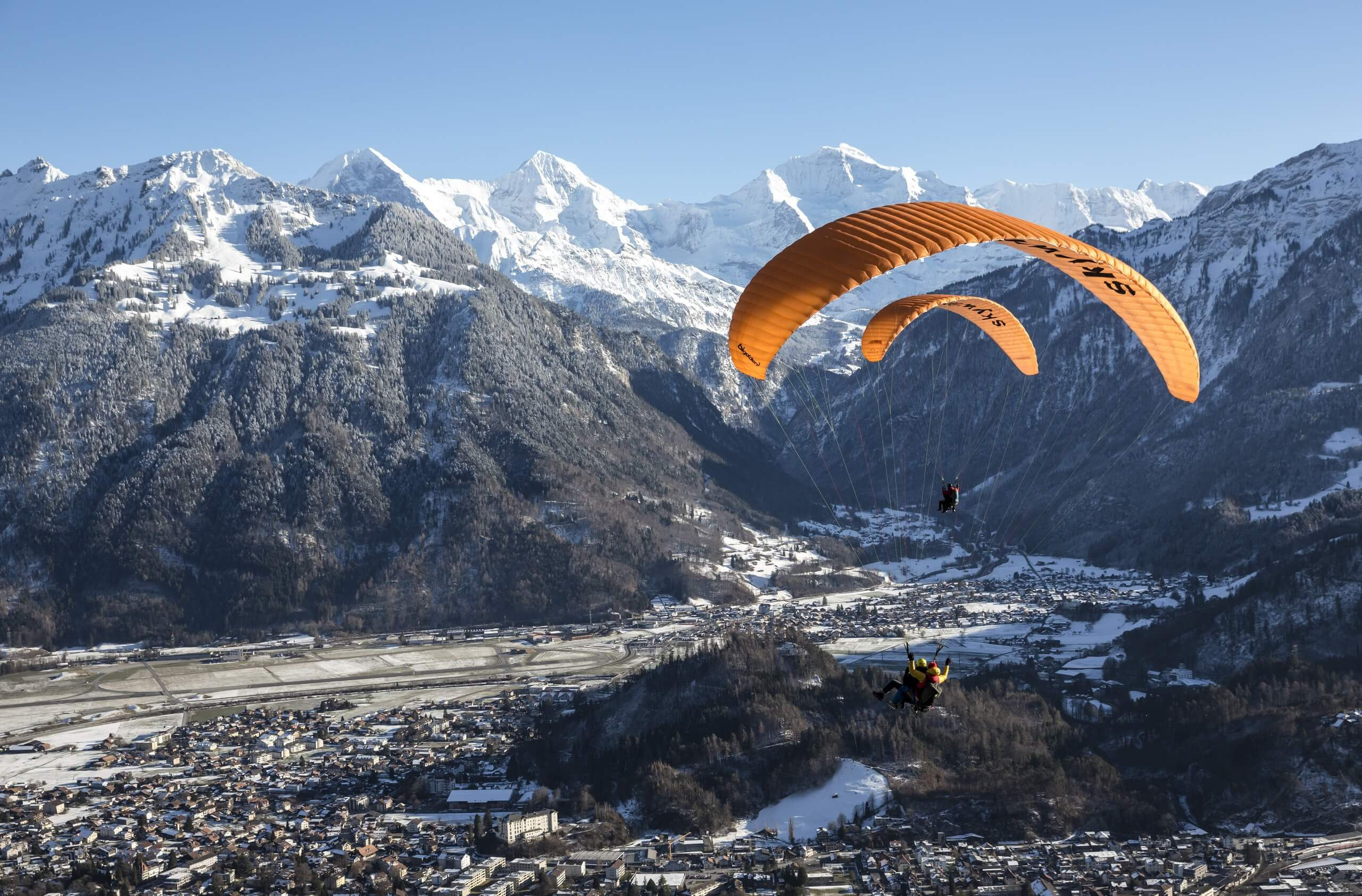 skywings-paragliding-interlaken-winter-mountains-snow-jungfrau