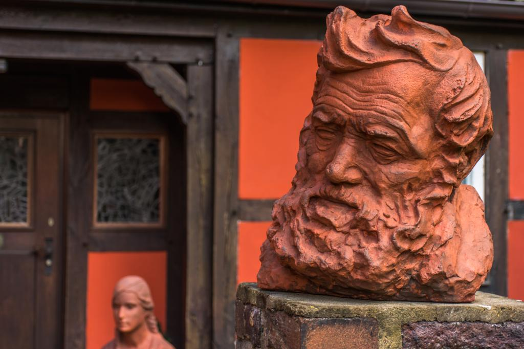 Skulptur vor dem Museum Peter August Böckstiegel