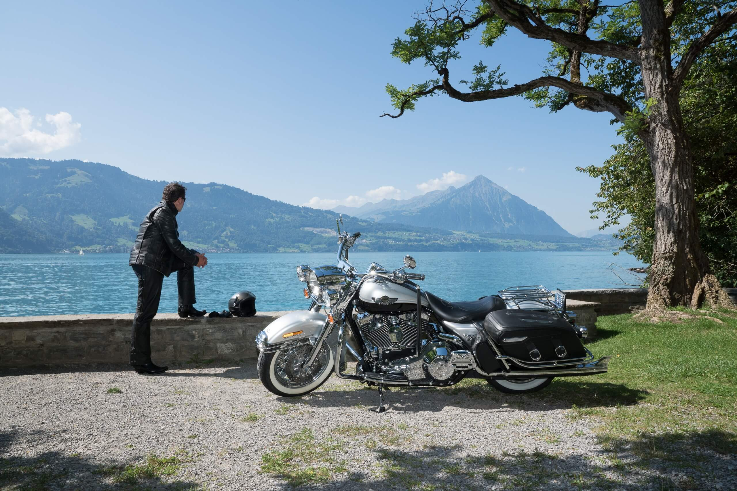 grand-tour-of-switzerland-motorrad-thunersee