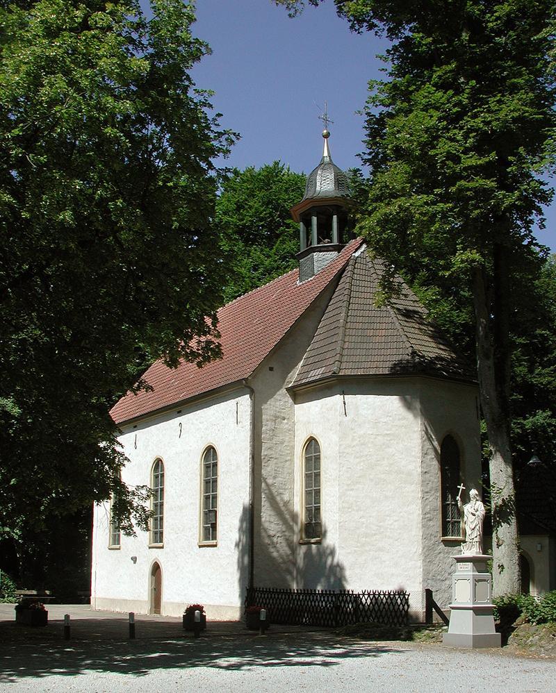Halle Westfalen, idyllische Pfarrkirche Stockkämpen im Haller Ortsteil Hörste