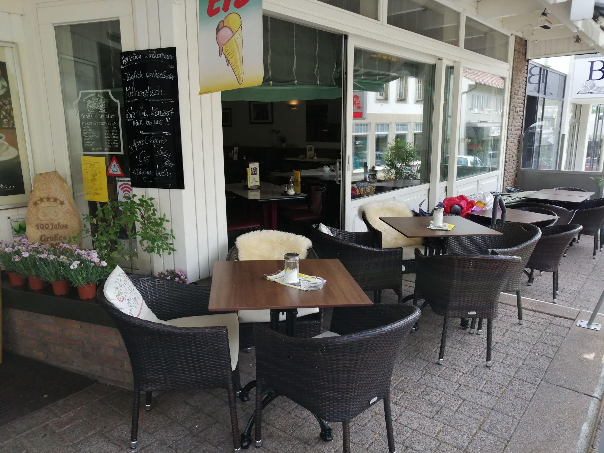 Terrasse ,Cafe Große-Rechtien in Bad Iburg