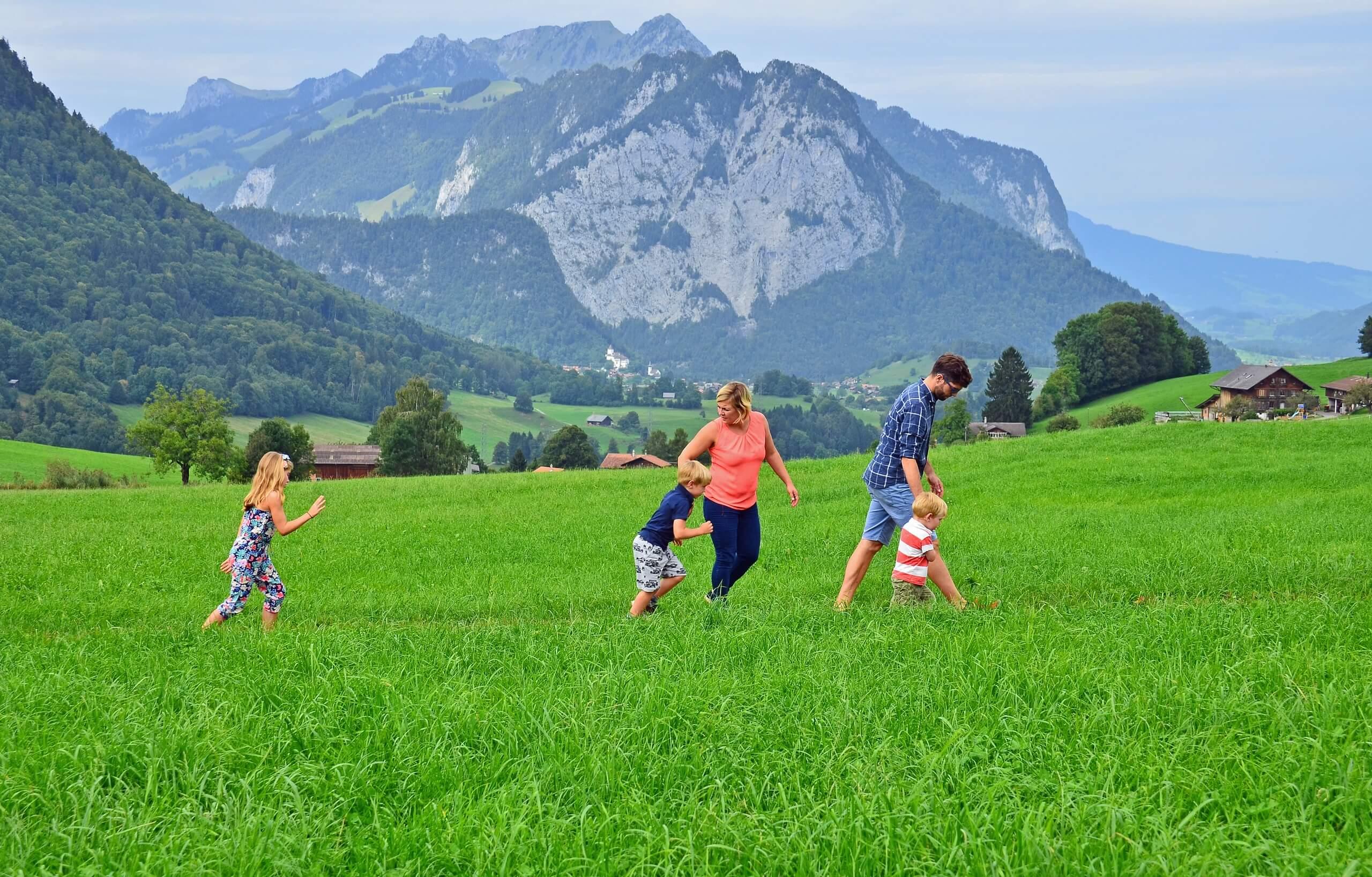 aeschi-mini-trail-sommer-schatzsuche-feld-kinder