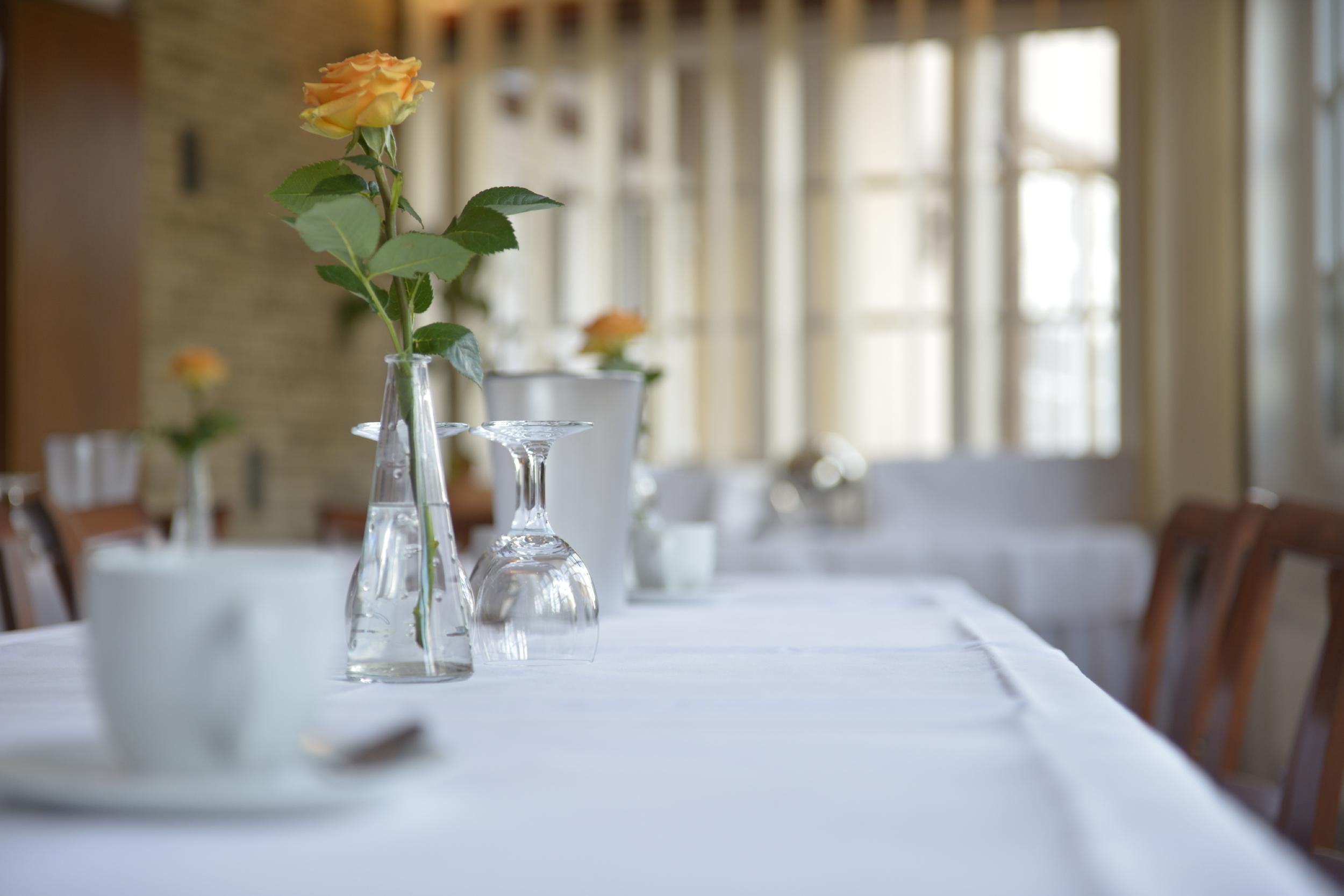 Gedeckter Tisch im Deutschen Haus