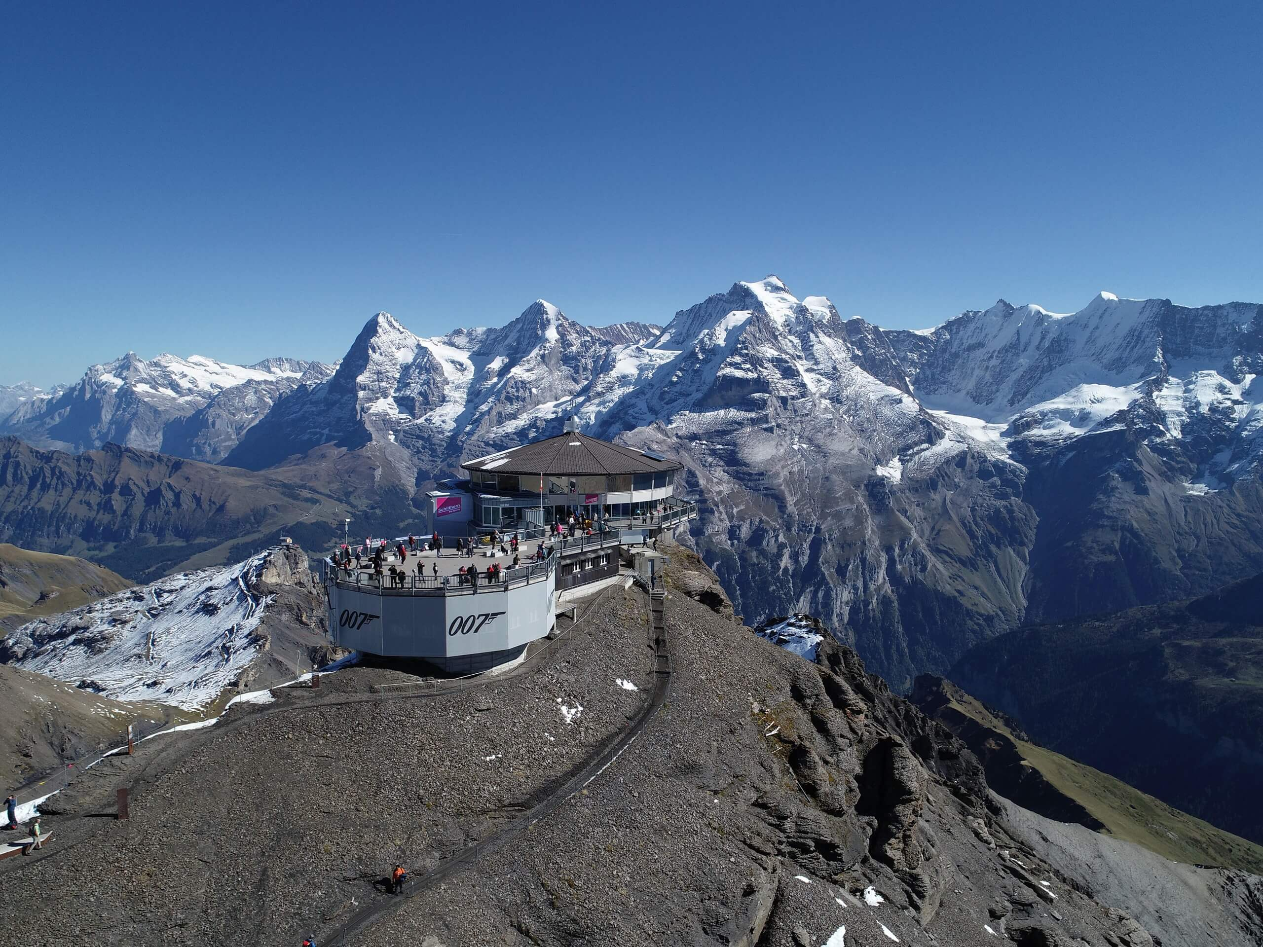 schilthorn-sommer-panorama-gipfel